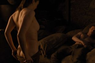 Maisie Williams nude butt and side boob - Game of Thrones (2019) s8e2 HD 1080p (2)