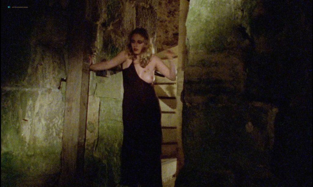 Sandrine Thoquet nude full frontal Magalie Aguado and others nude bush - La fiancée de Dracula (2002) HD 1080p (9)