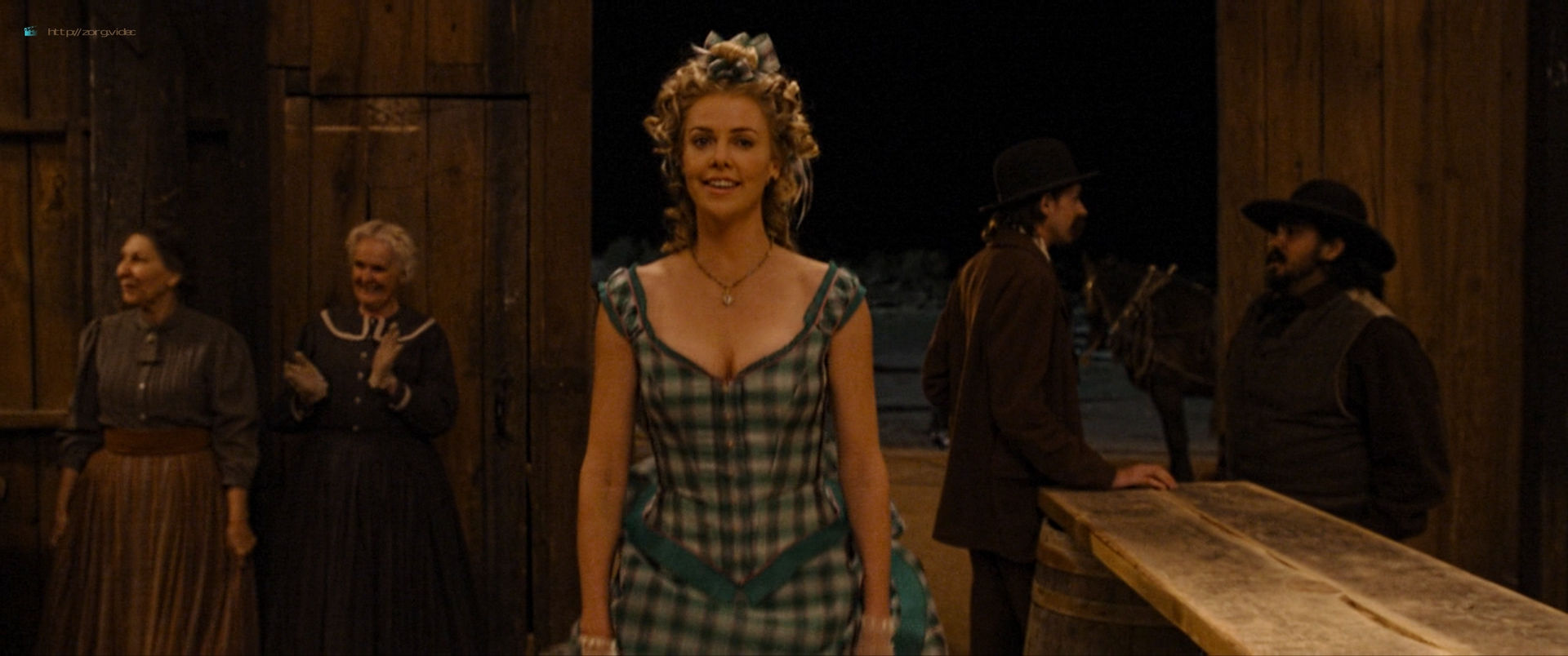 Charlize Theron sexy Amanda Seyfried and Sarah Silverman hot - A Million Ways to Die in the West (2014) HD 1080p BluRay (11)