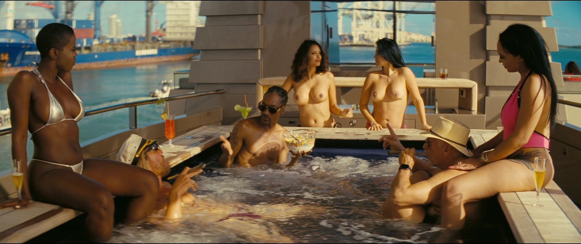Fisher nude isla Isla Fisher