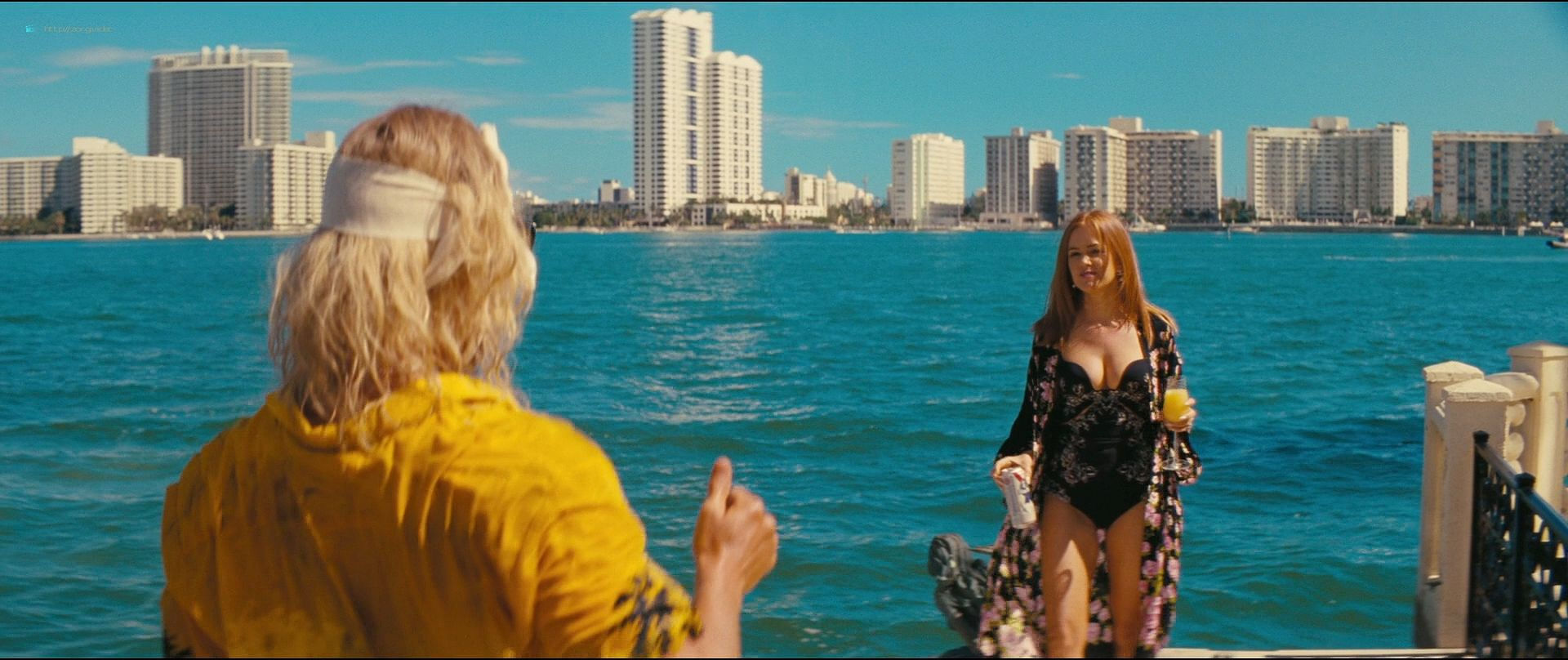 Isla Fisher hot and sexy others nude topless - The Beach Bum (2019) 1080p BluRay (7)