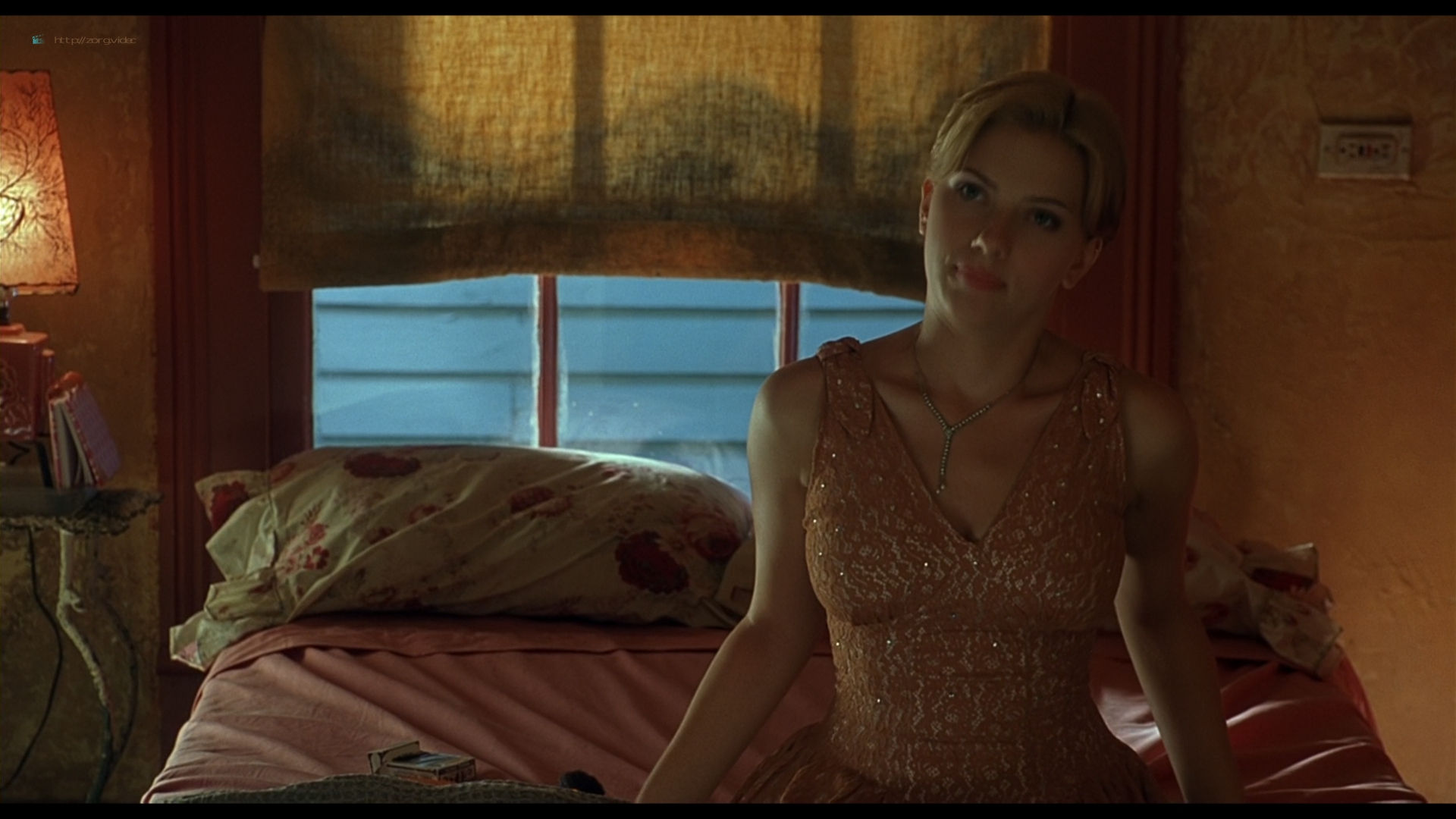 Scarlett Johansson sexy side boob - A Love Song for Bobby Long (2004) HD 1080p BluRay (3)