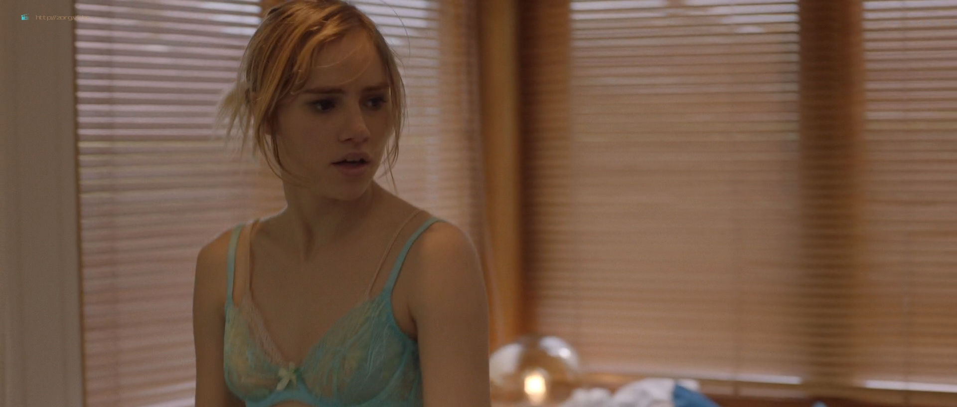 Suki Waterhouse hot and Jennifer Grey sexy - Bittersweet Symphony (2019) HD 1080p Web (7)