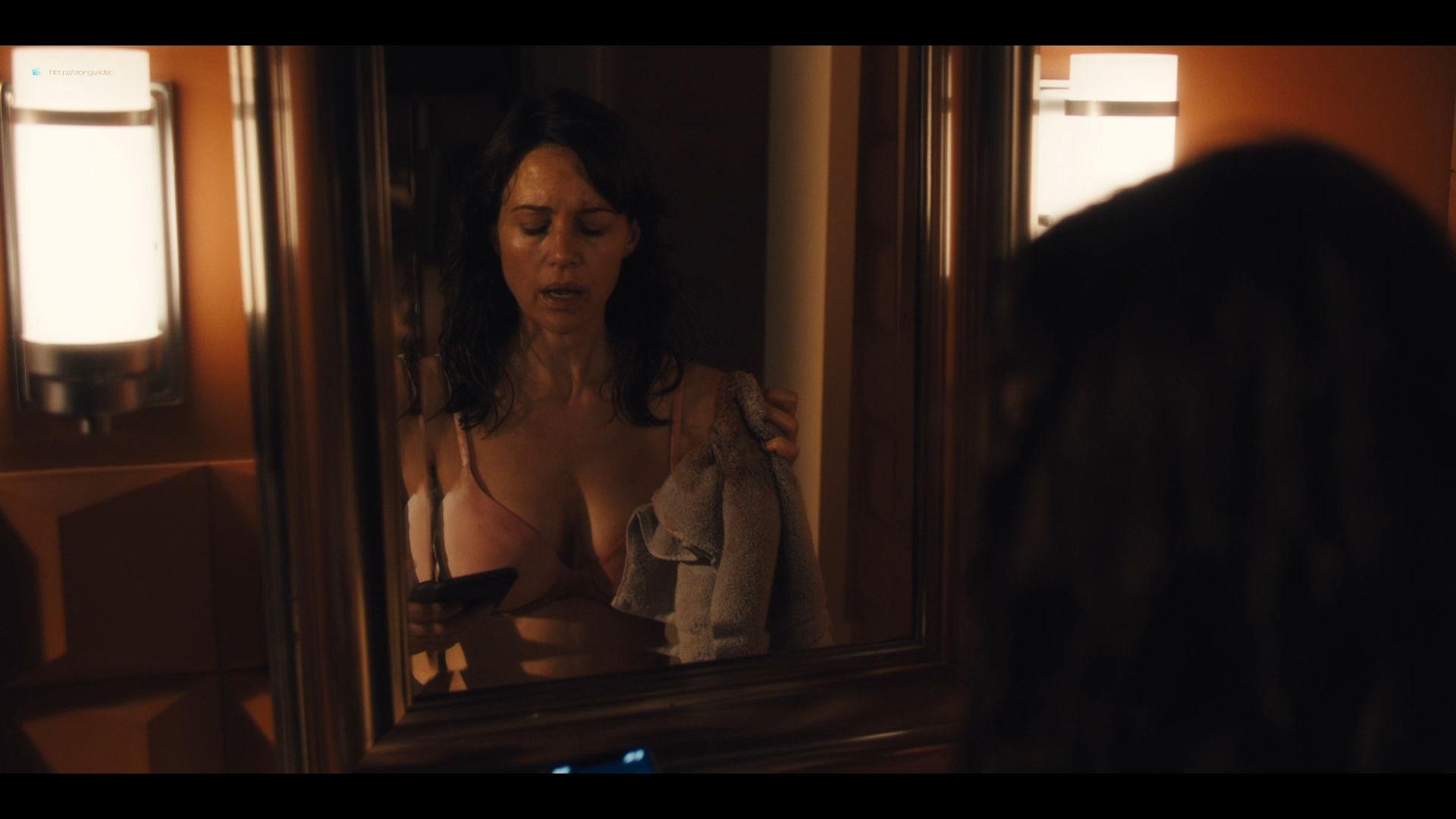 Carla Gugino sexy Gaite Jansen nude topless - Jett (2019) s1e4 HD 1080p (10)