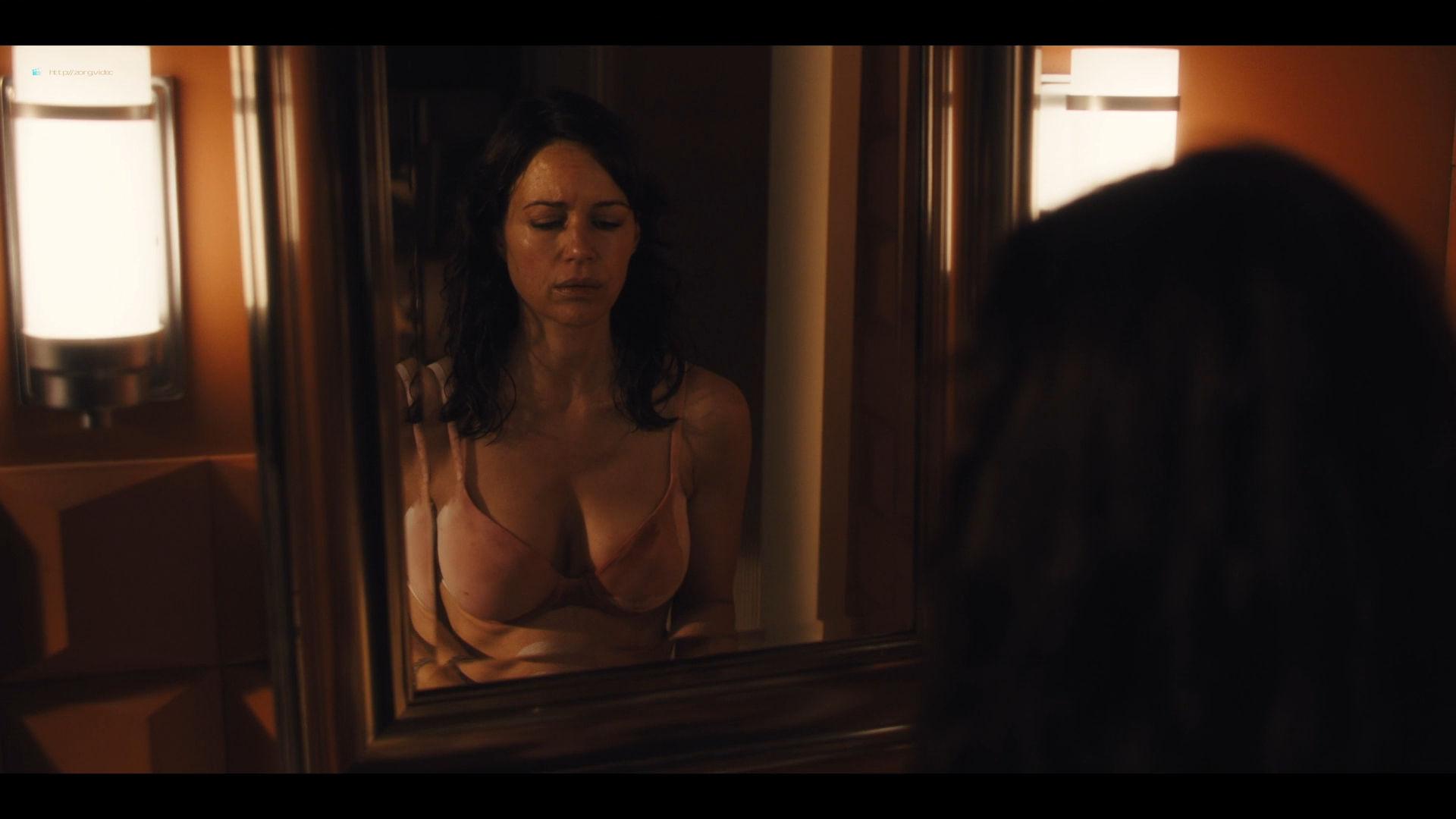 Carla Gugino sexy Gaite Jansen nude topless - Jett (2019) s1e4 HD 1080p (8)