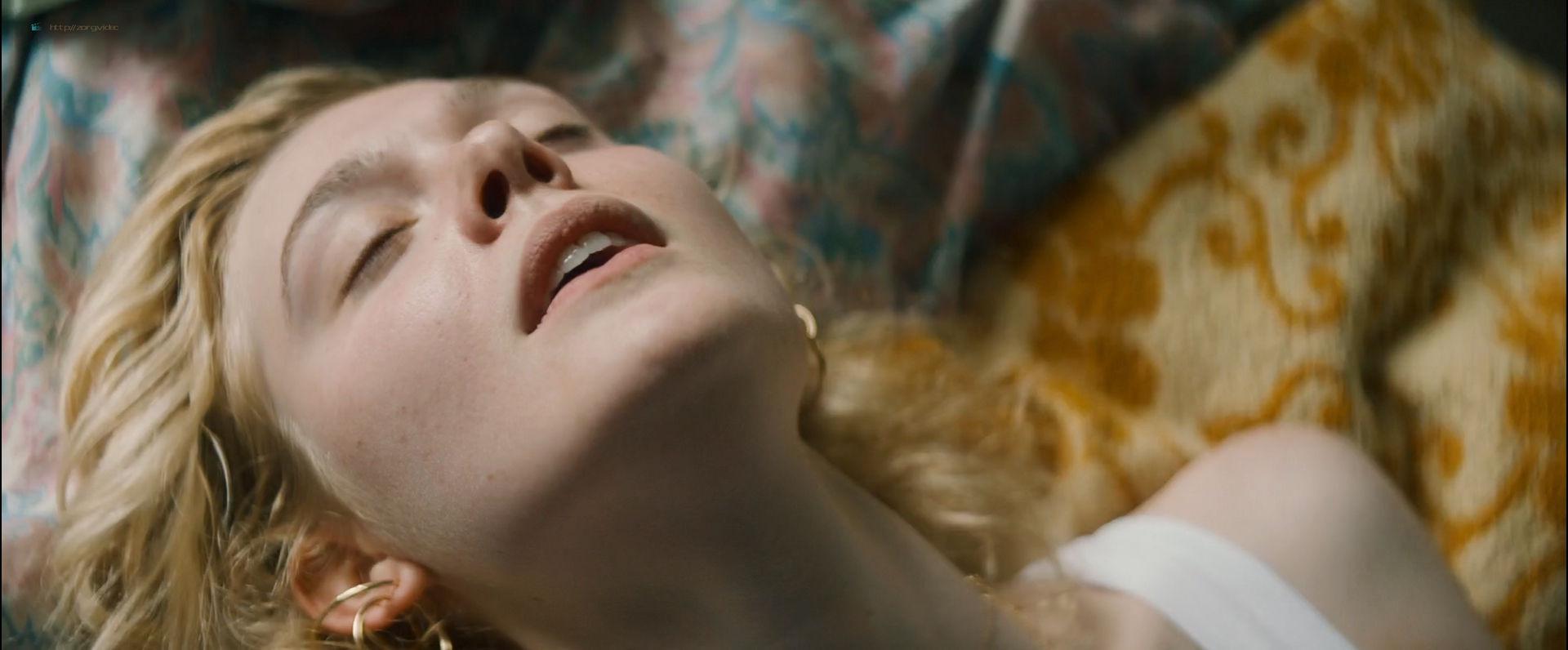 Elle Fanning sexy - Teen Spirit (2018) HD 1080p Web (8)