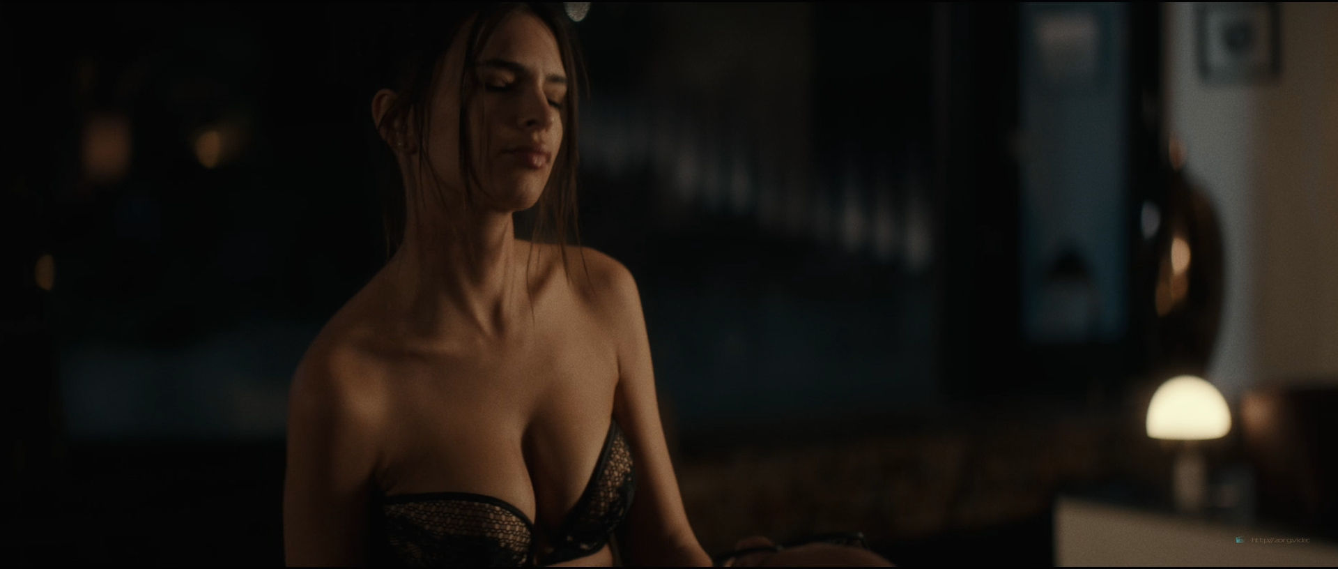 Emily Ratajkowski hot sideboob - Lying and Stealing (2019) 1080p WEB (3)