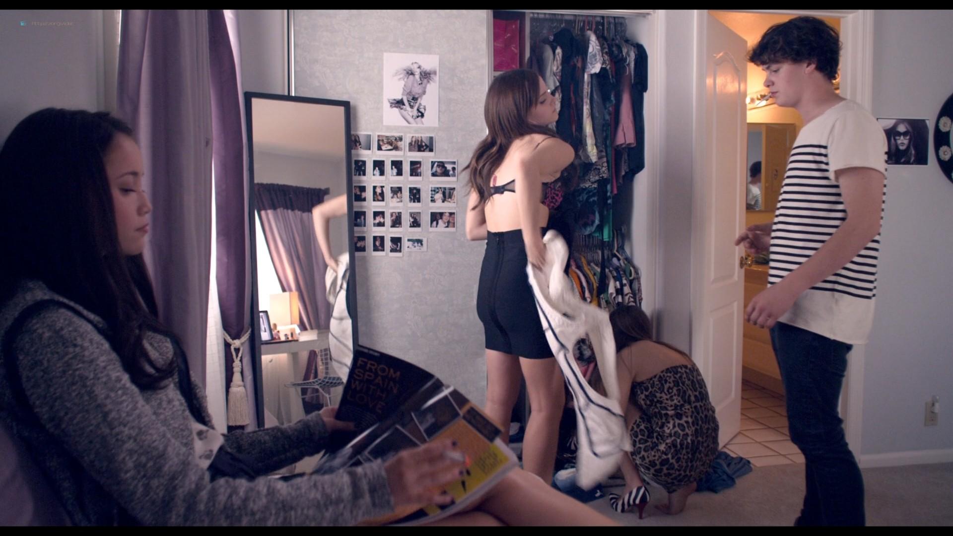 Emma Watson hot Taissa Farmiga and others sexy - The Bling Ring (2013) HD 1080p BluRay (15)