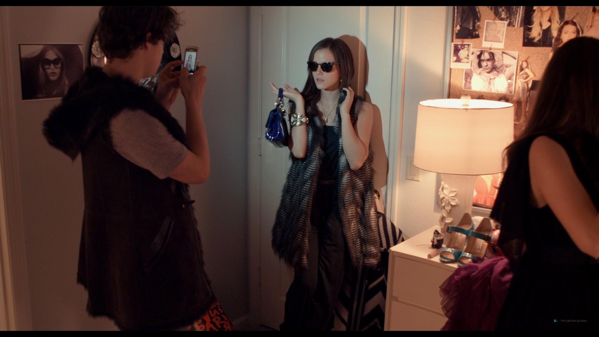 Emma Watson hot Taissa Farmiga and others sexy - The Bling Ring (2013) HD 1080p BluRay (11)