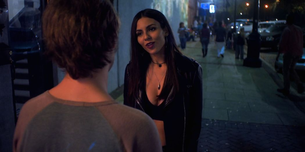 Victoria Justice hot Ella Hunt and Elena Kampouris sexy - Summer Night (2019) HD 1080p Web (7)