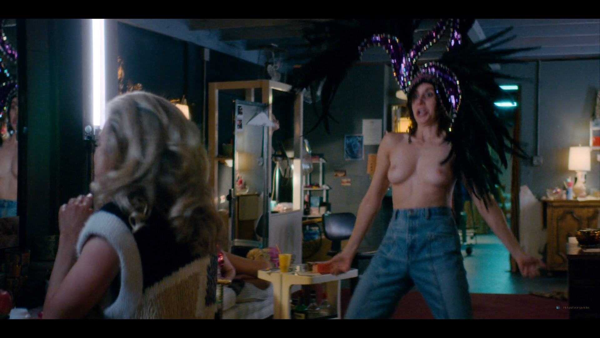 Alison Brie nude topless and sexy - Glow (2019) S3 HD 1080p Web (11)