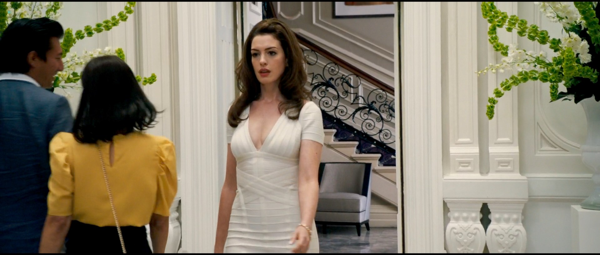 Anne Hathaway hot and sexy - The Hustle (2019) HD 1080p Web (10)