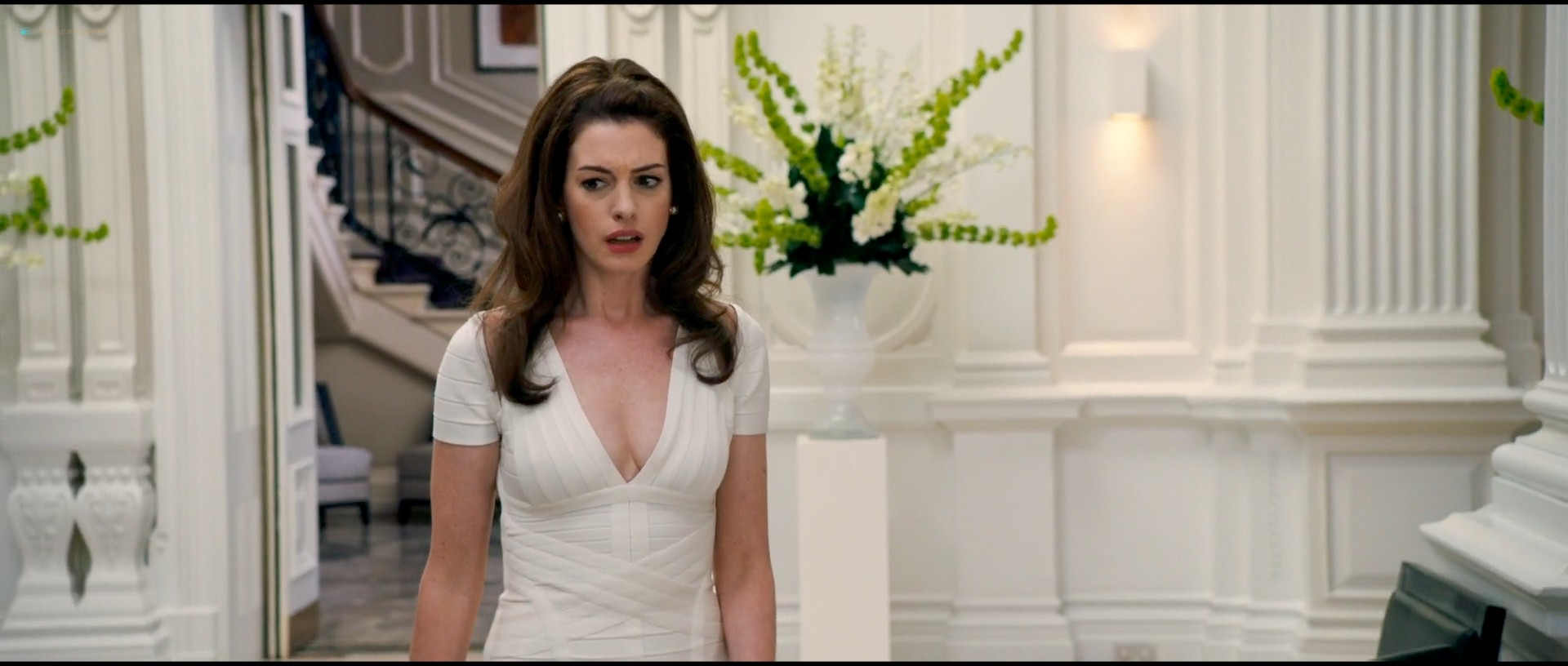 Anne Hathaway hot and sexy - The Hustle (2019) HD 1080p Web (9)