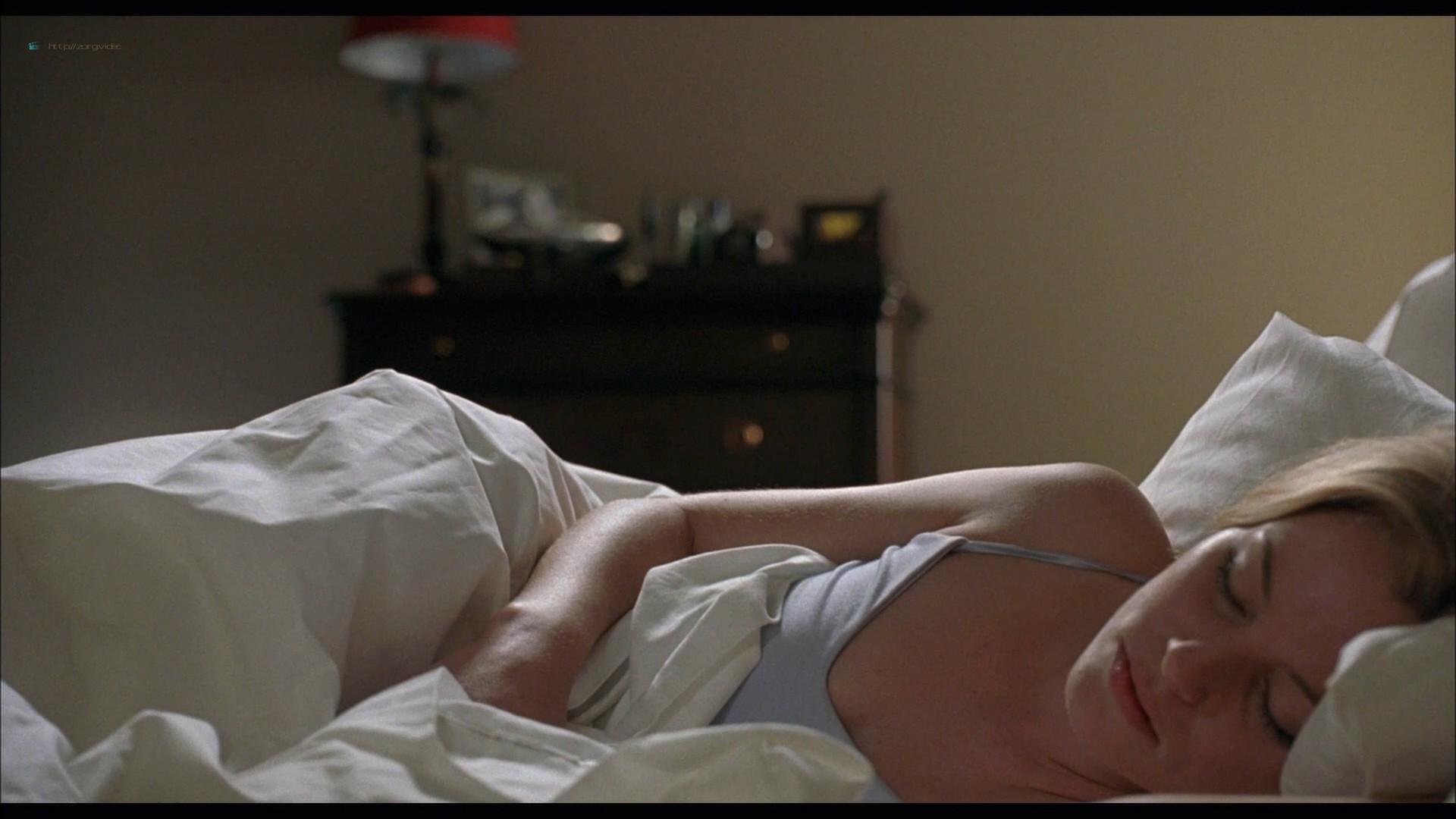 Elizabeth Banks hot in lingerie Jessica Alba and Sarah Howard hot - Meet Bill (2007) HD 1080p BluRay (2)