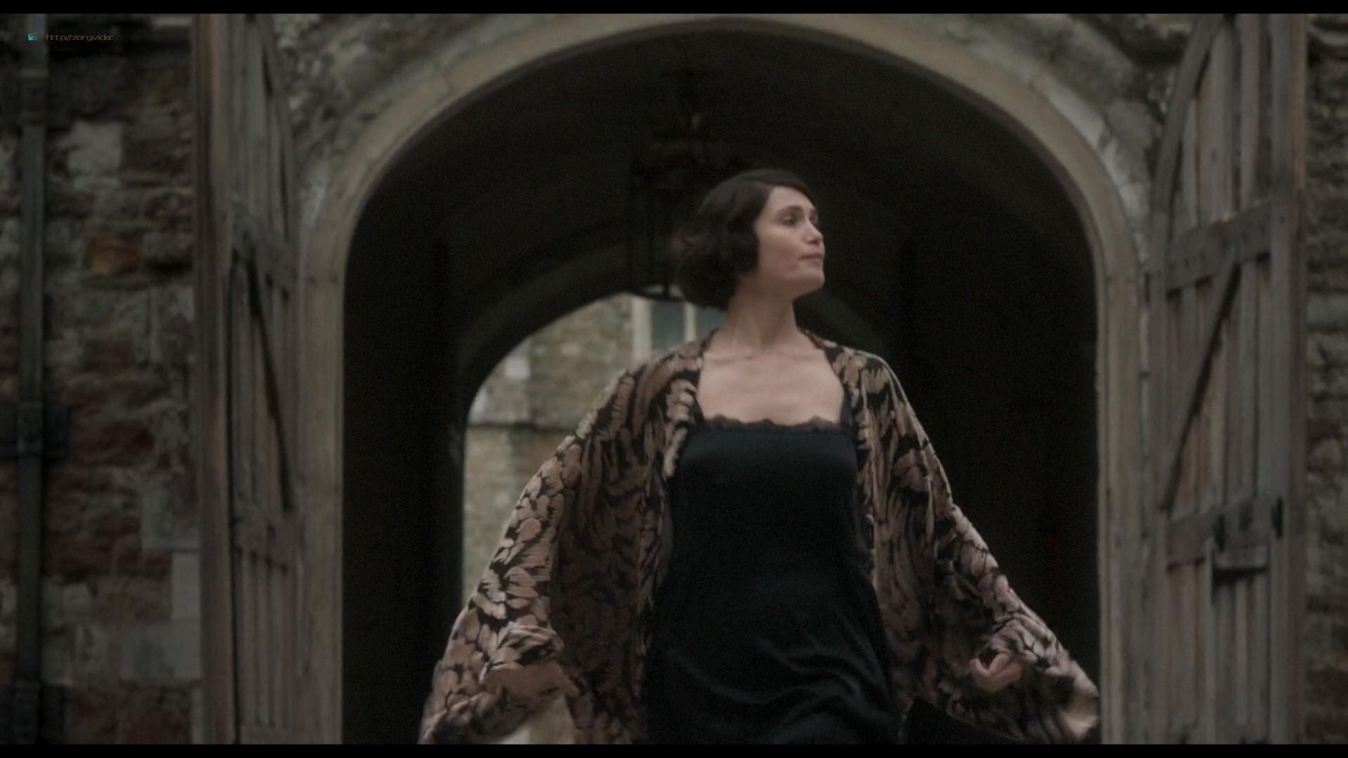Elizabeth Debicki nude and Gemma Arterton lesbian sex - Vita & Virginia (2018) HD 1080p Web (2)