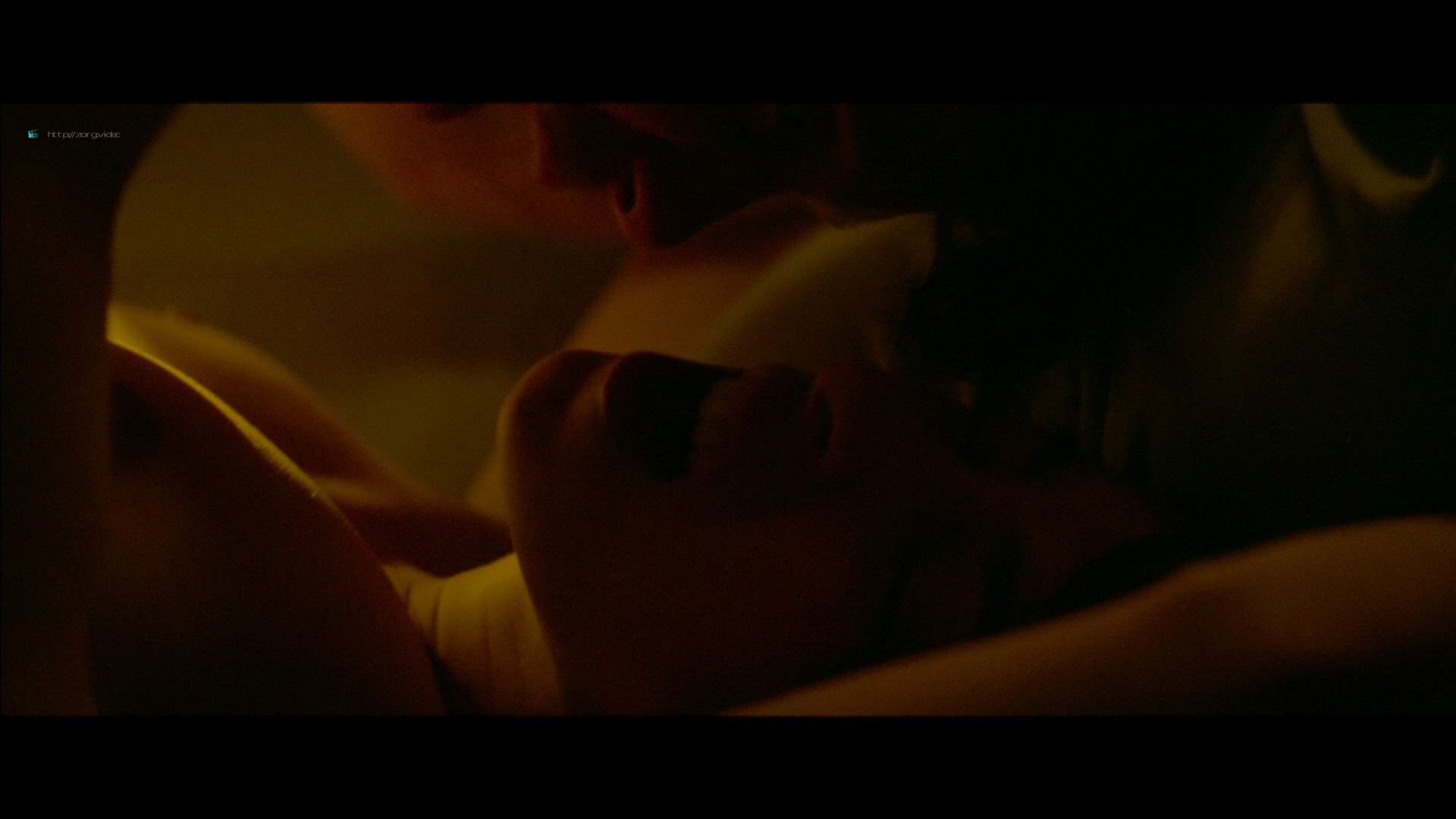 Jennifer Connelly hot Oona Chaplin sex - Aloft (2014) HD 1080p BluRay (9)