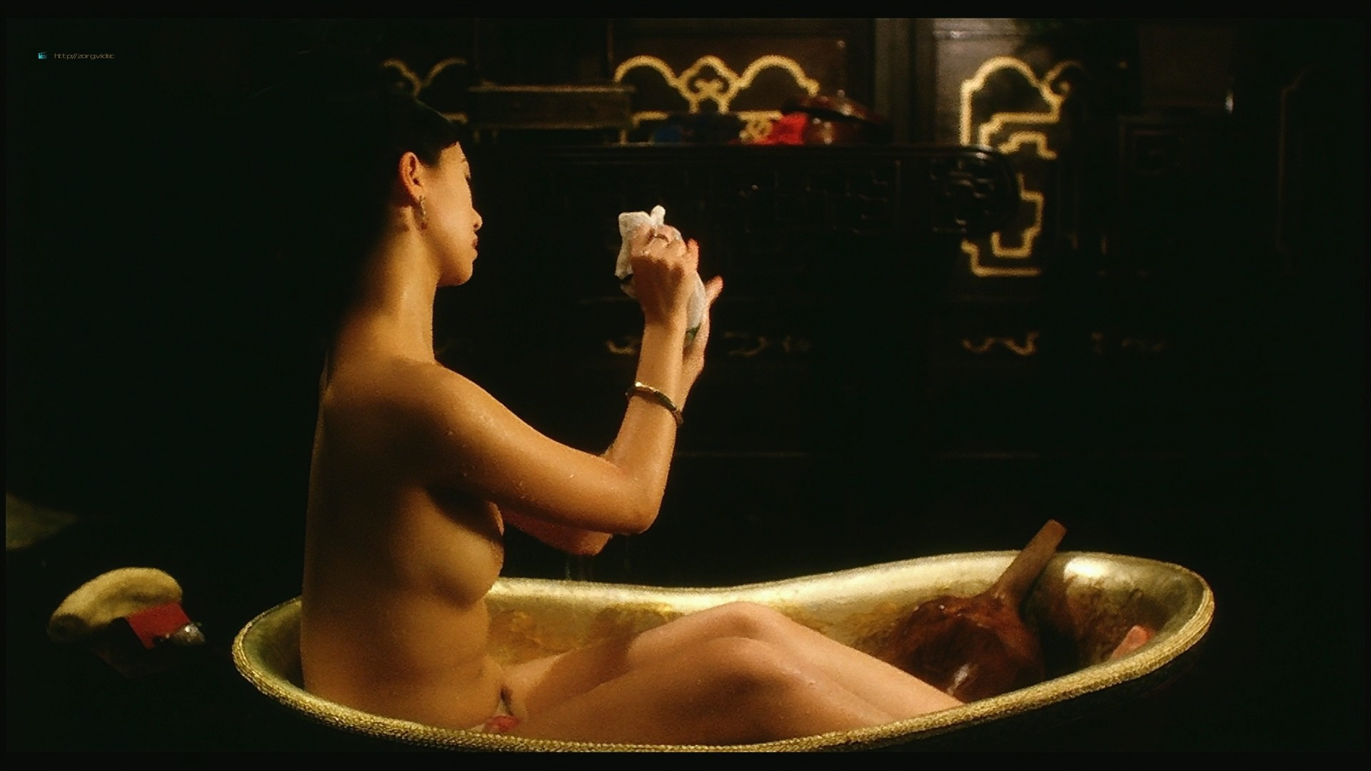 Yvonne Yung Hung nude and a lot of sex Julie Lee and others nude too - Sex and the Emperor (HK-1994) HD 1080p BluRay (13)