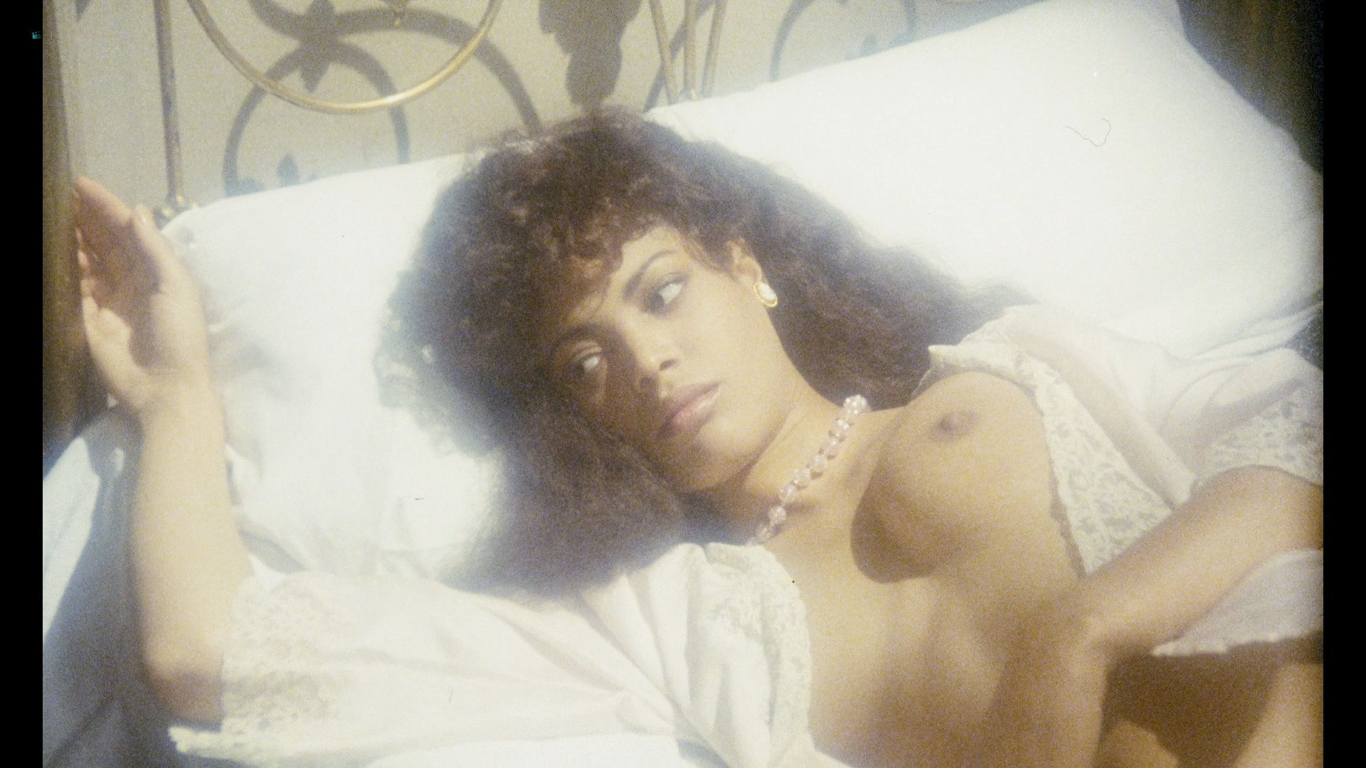 Josephine Jacqueline Jones nude full frontal Florence Guérin and others nude sex too - Black Venus (1983) HD 1080p Web (12)