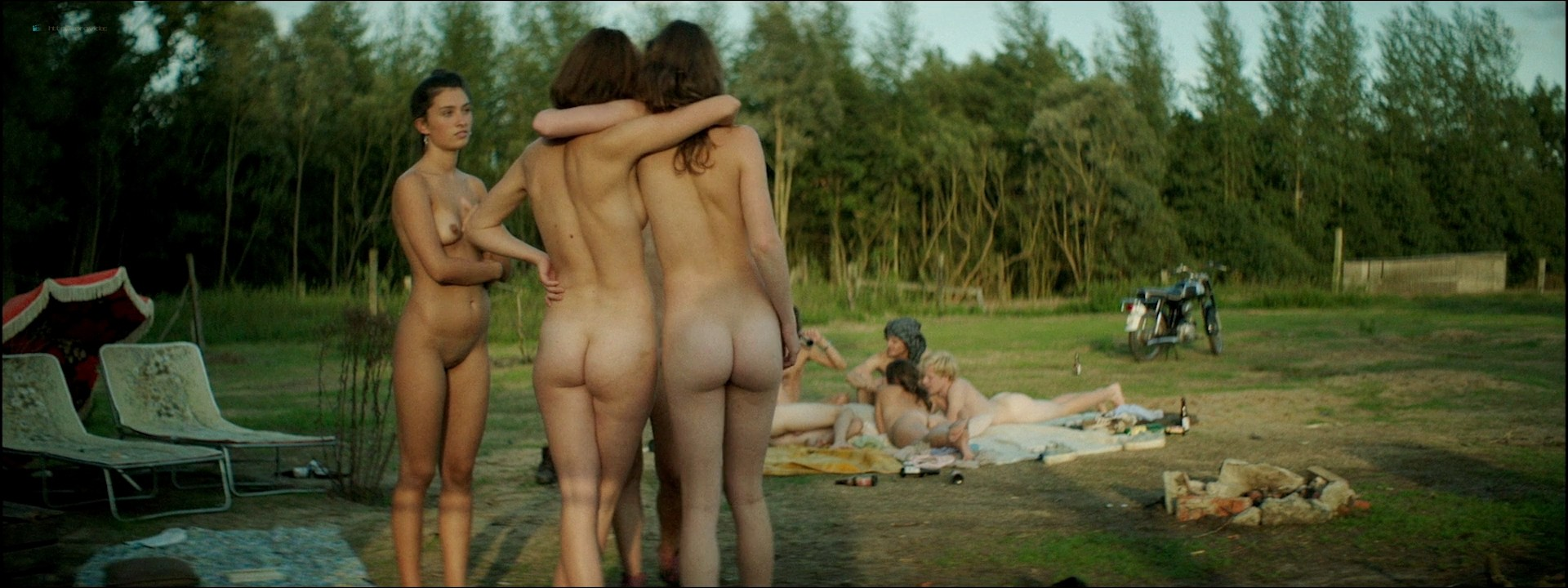 Pauline Casteleyn nude explicit with Gaia Sofia Cozijn and others - Wij (NL-2018) HD 1080p BluRay (6)
