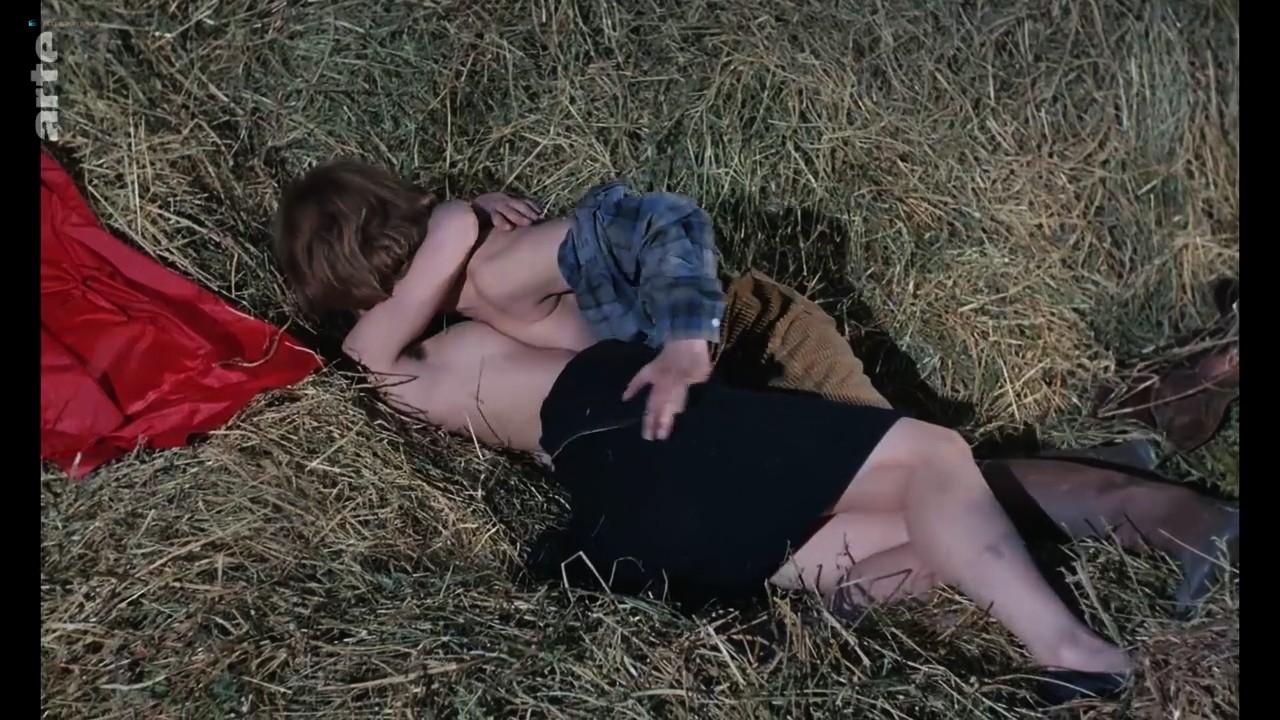 Bernadette Lafont nude bush and butt - La fiancée du pirate (1969) HDTV 720p (5)