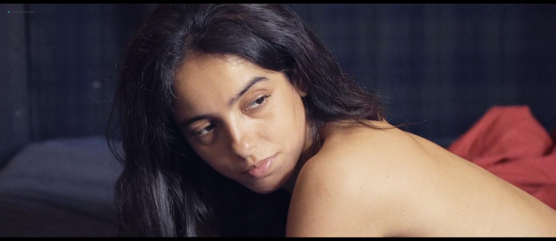 Hafsia Herzi hot Sophie Garagnon nude topless - Tu merites un amour (2019) HD 1080p Web (14)