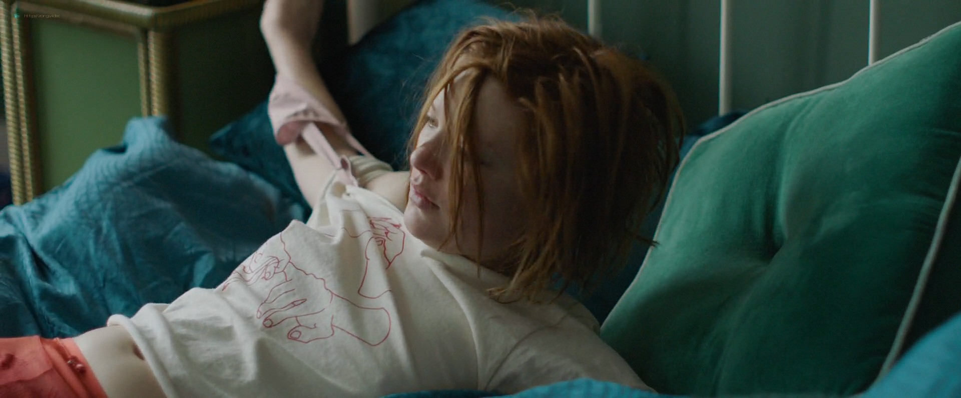 Holliday Grainger hot sex Amy Molloy nude Alia Shawkat sexy - Animals (2019) HD 1080p Web (19)