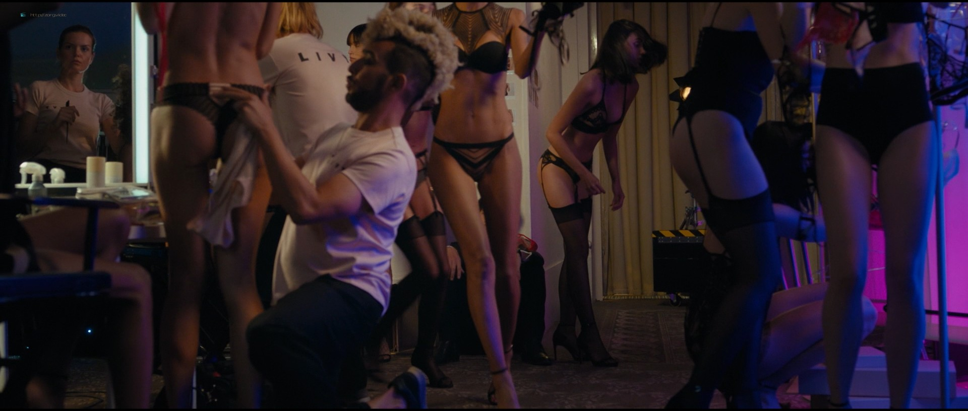 Pamela Anderson sexy Élodie Fontan and others hot - Nicky Larson et le parfum de Cupidon (2018) 1080p BluRay (11)