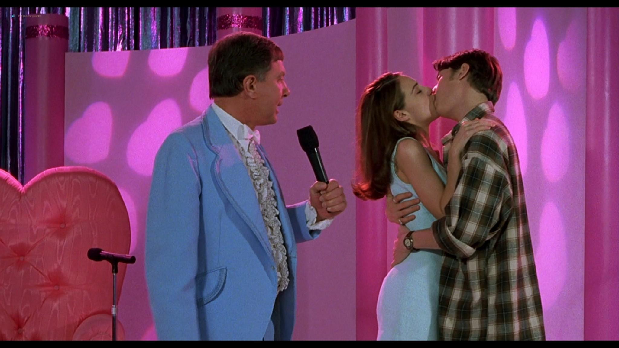 Joey Lauren Adams nude Priscilla Barnes nude topless - Mallrats (1995) HD 1080p BluRay (2)