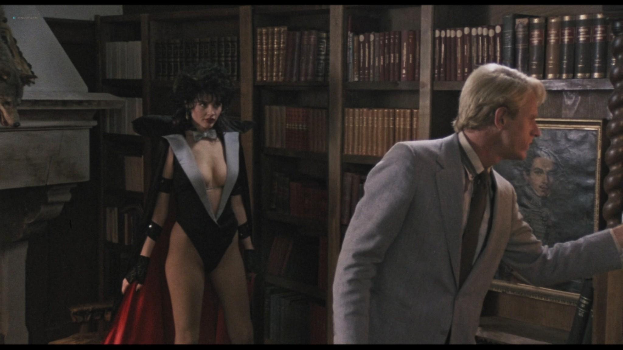 Geena Davis hot and sexy Ksenia Prohaska sexy - Transylvania 6-5000 (1985) HD 1080p BluRay (16)