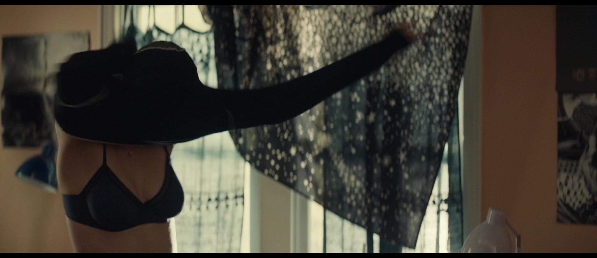 Maya Hawke nude niople and mild sex Marisa Tomei sexy - Human Capital (2019) HD 1080p (17)