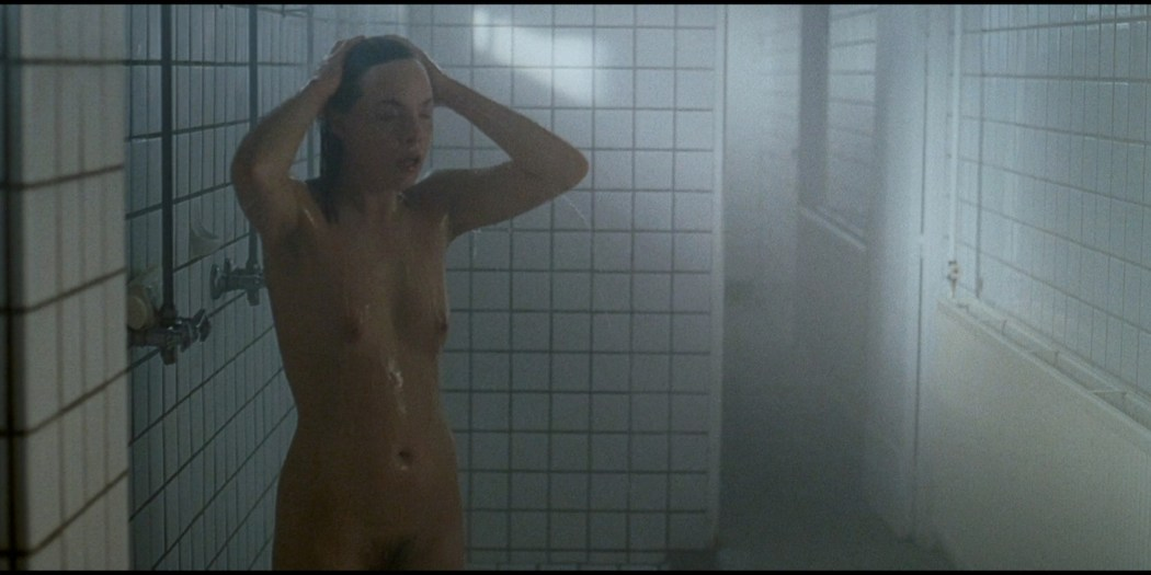 Eline Kuppens nude full frontal and sex - Linkeroever (BE-2008) HD 1080p BluRay (18)