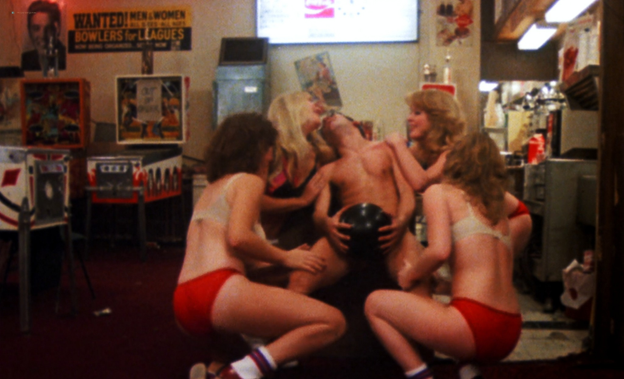 Linda Shayne nude Jennifer Inch, Astrid Brandt and other nude too - Screwballs (1983) HD 1080p BluRay (5)