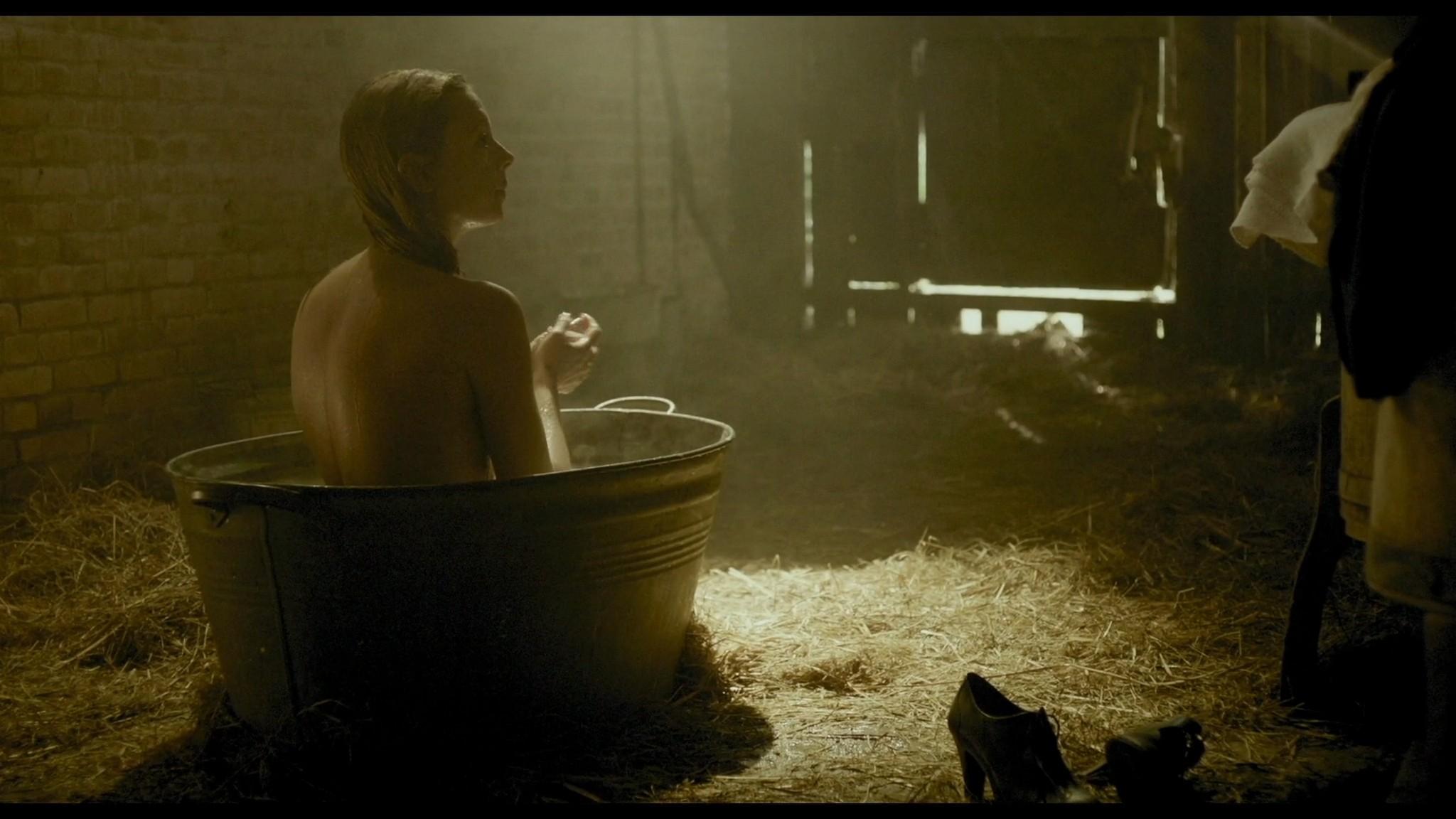 Roos van Erkel nude butt - Het bombardement (NL-2012) HD 1080p BluRay (11)