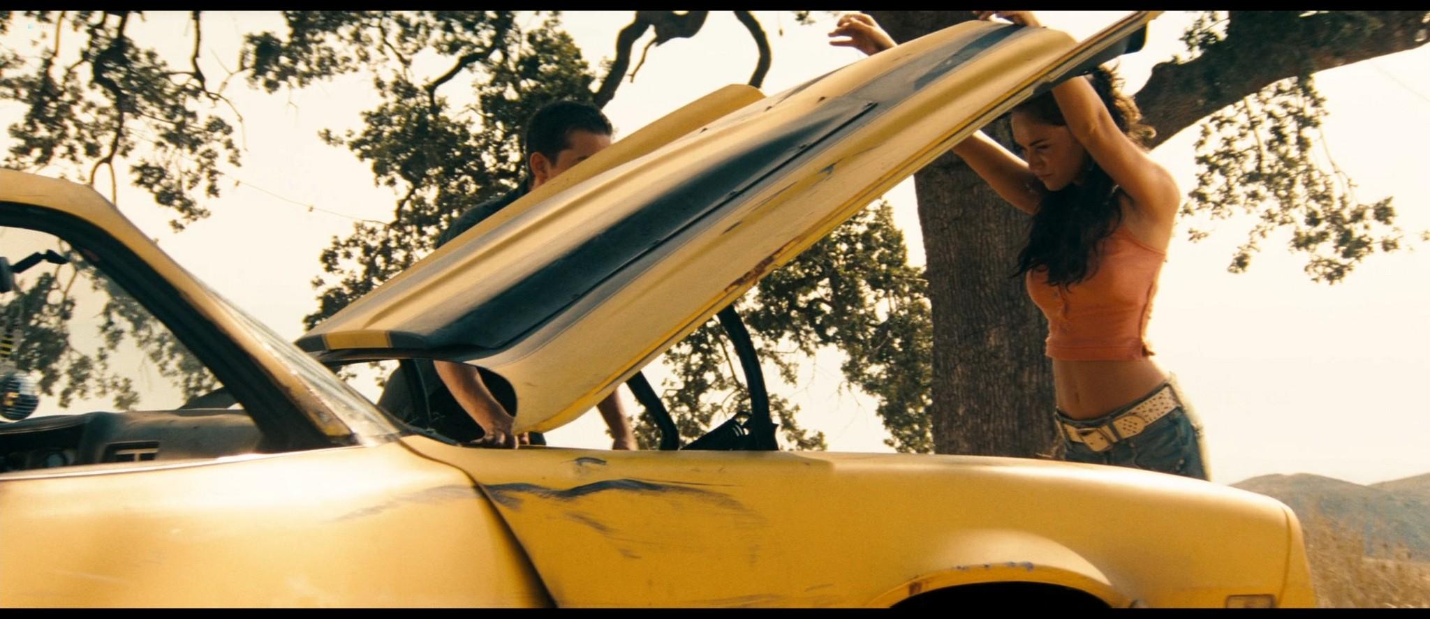 Megan Fox hot and sexy - Transformers (2007) HD 1080p BluRay Remux (17)
