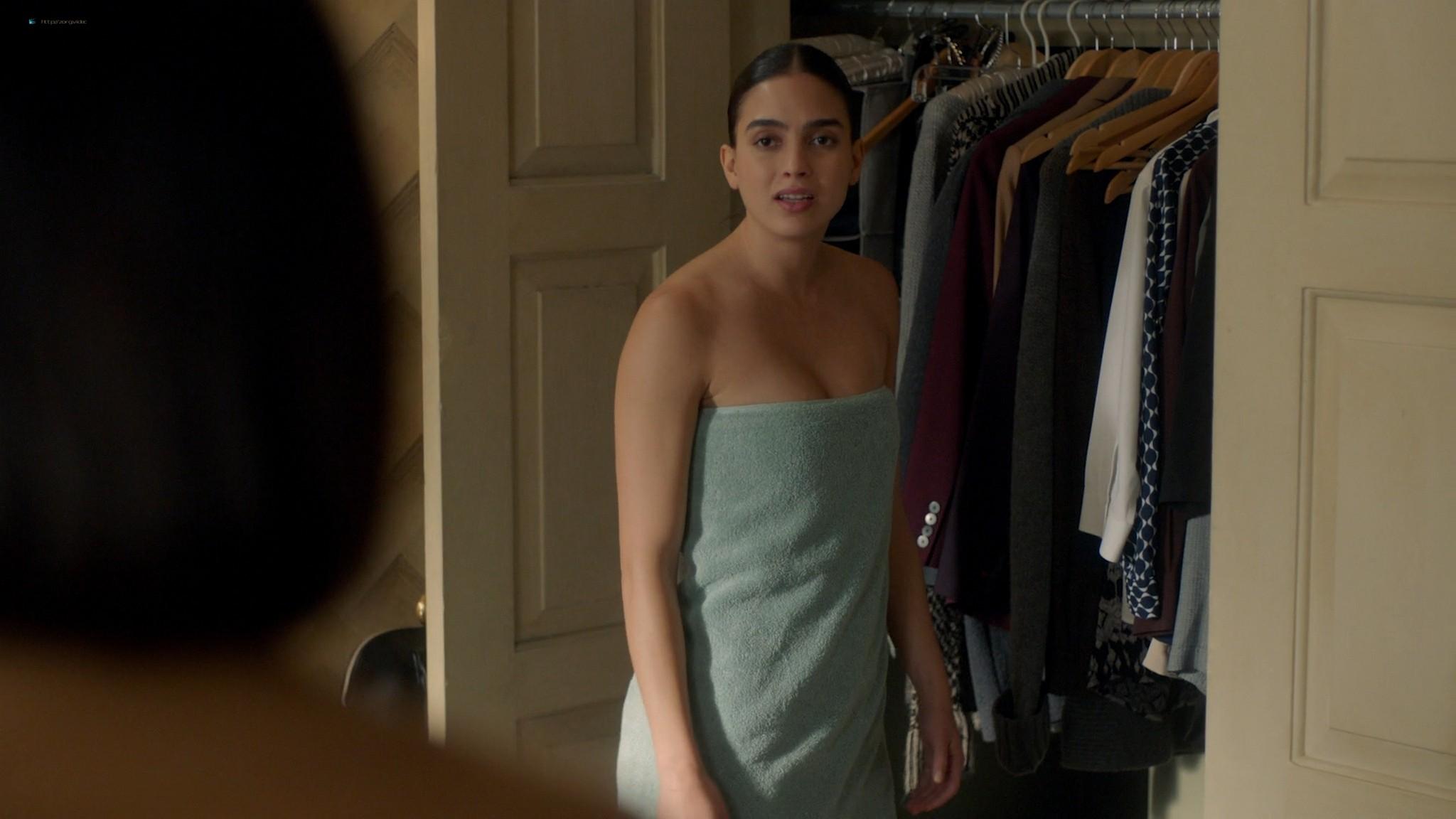 Melissa Barrera nude side boob - Vida (2020) s3e5 HD 1080p Web (8)