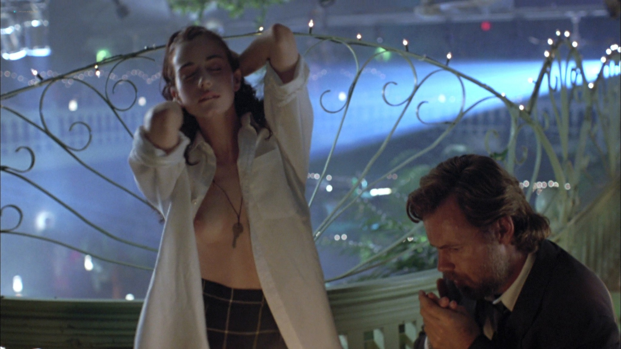 Mia Kirshner nude Arsinée Khanjian sexy - Exotica (1994) HD 1080p BluRay REMUX (10)