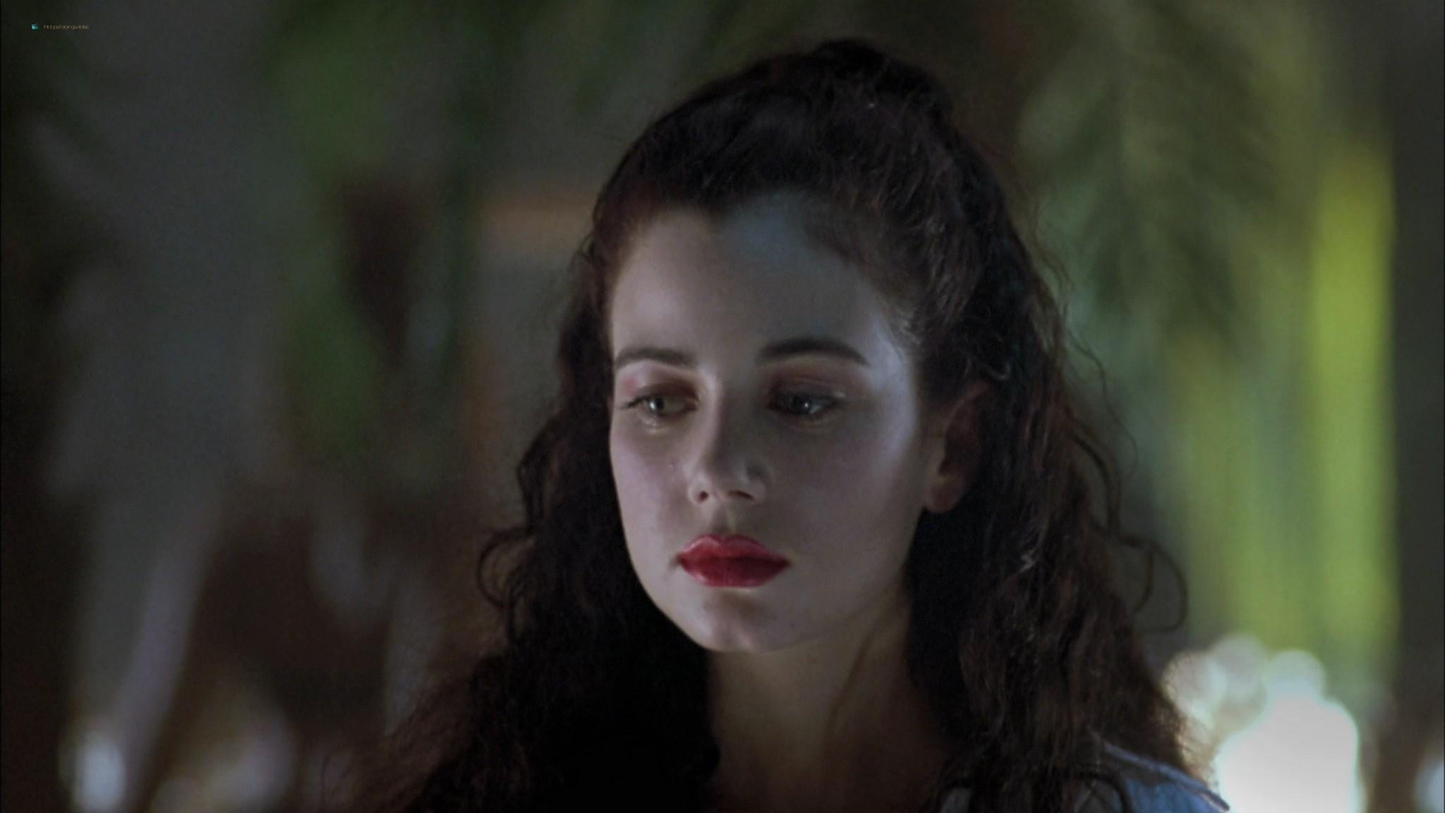 Mia Kirshner nude Arsinée Khanjian sexy - Exotica (1994) HD 1080p BluRay REMUX (2)