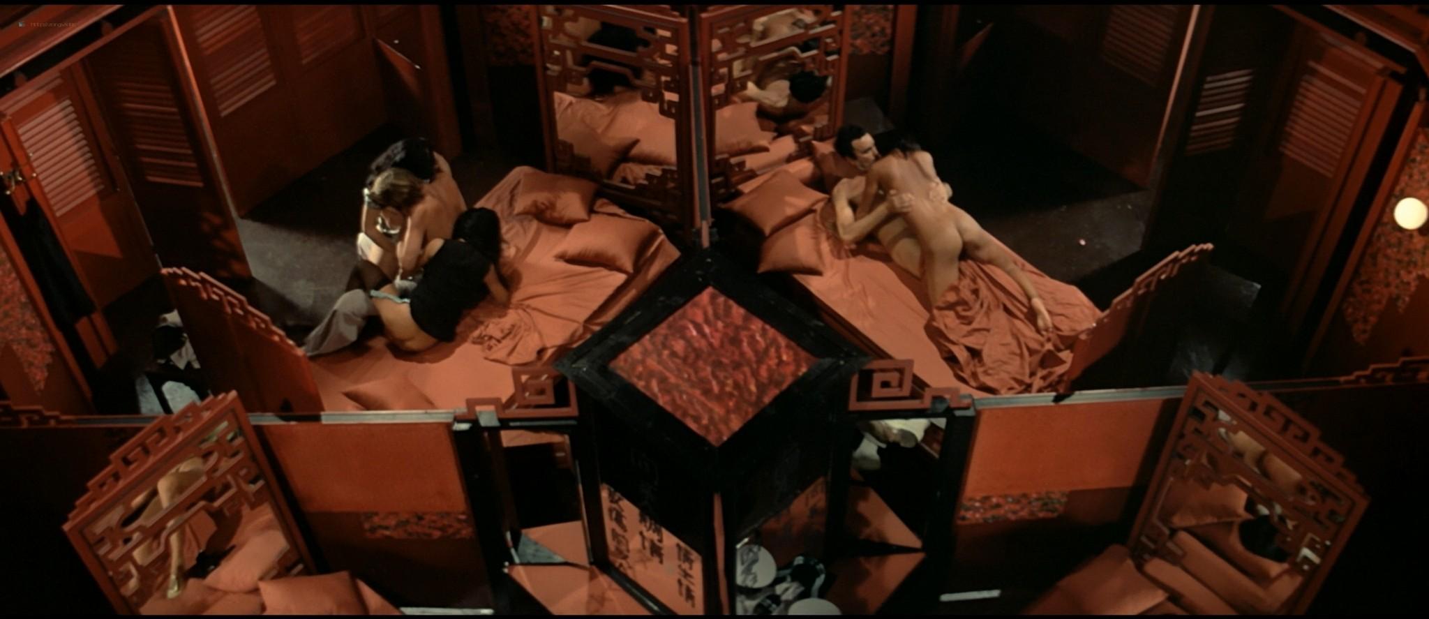 Sylvia Kristel nude sex threesome Catherine Rivet, Laura Gemser nude - Emmanuelle 2 (1975) HD 1080p REMUX (14)