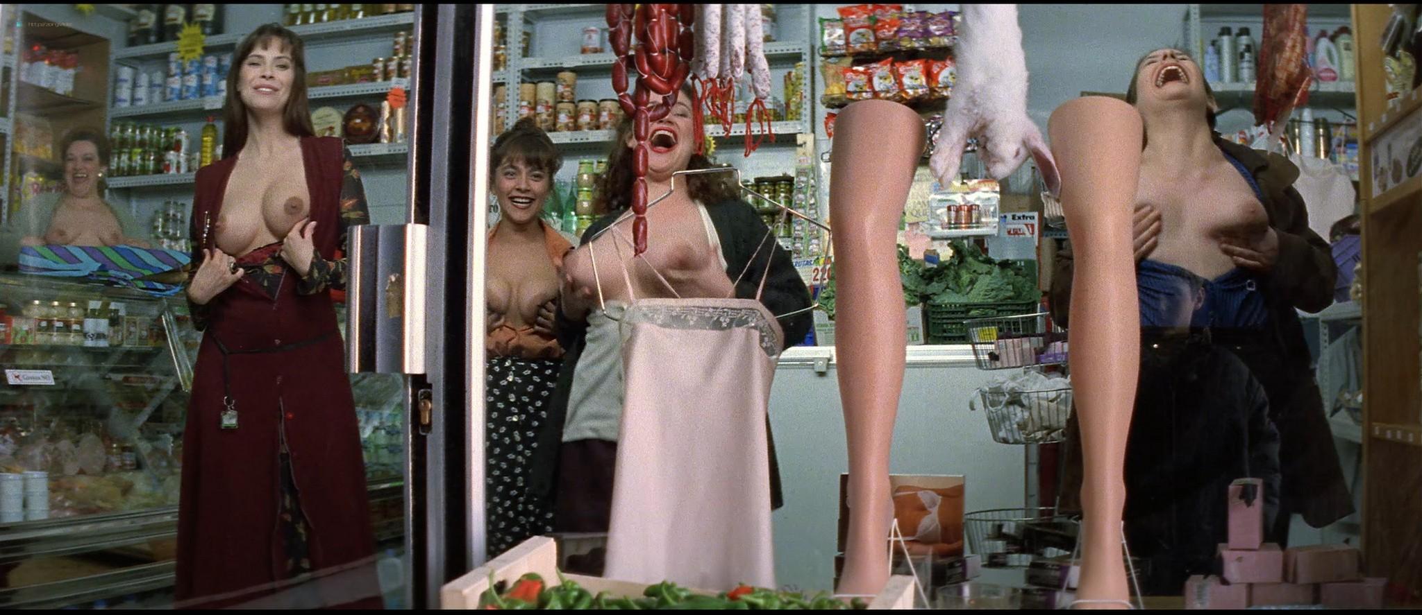 Mathilda May nude topless and sex - La teta y la luna (ES-1994) HD 1080p BluRay REMUX (12)