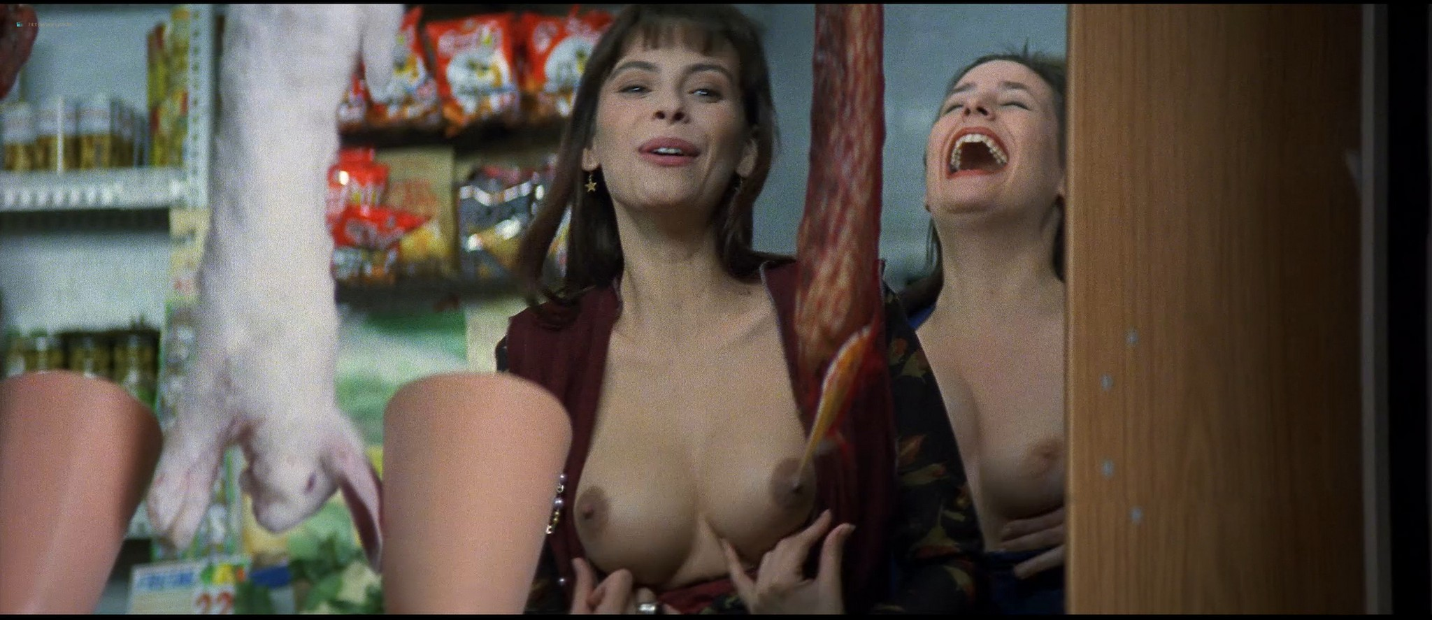 Mathilda May nude topless and sex - La teta y la luna (ES-1994) HD 1080p BluRay REMUX (11)