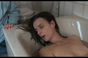 Rachel Griffiths nude and sex in the bath - Mammal (2016) HD 1080p Web