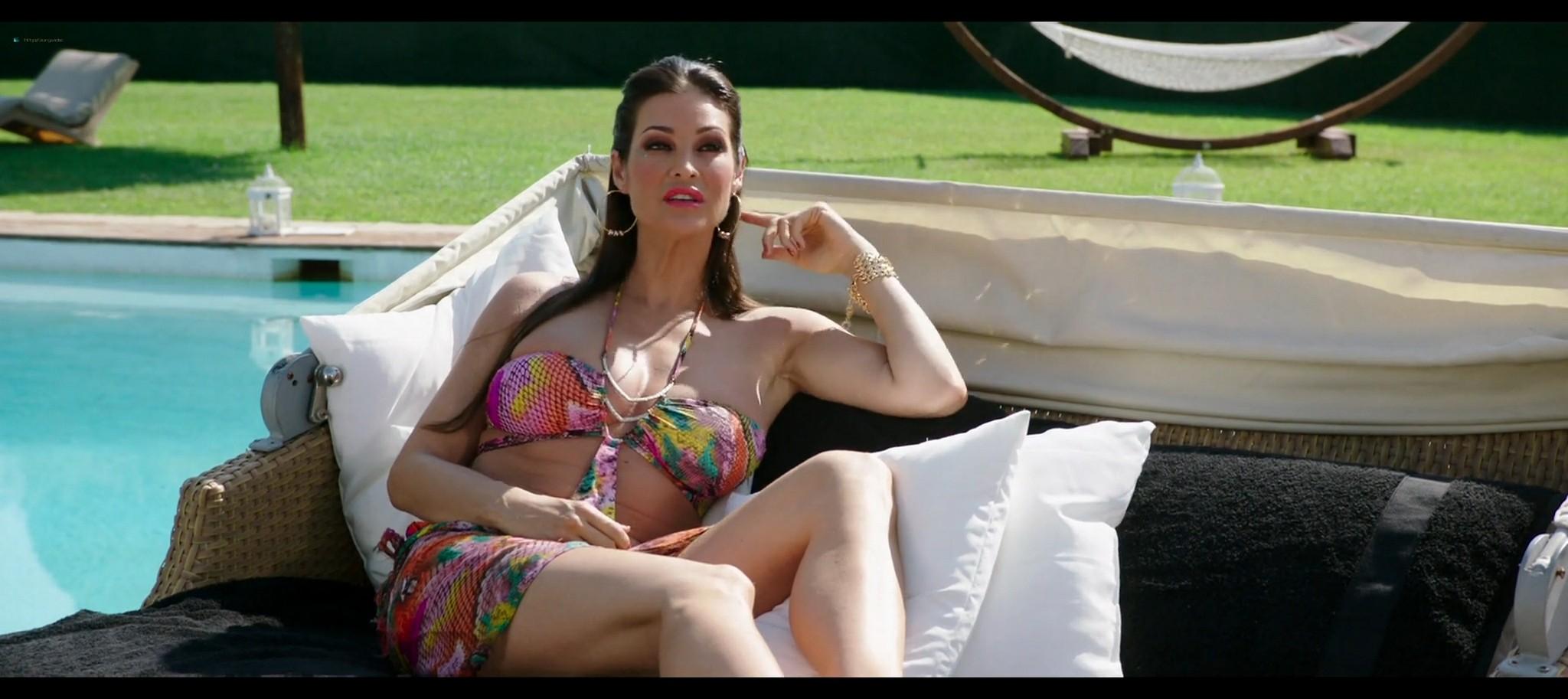 Manuela Arcuri hot bust Ria Antoniou sexy Non si ruba a casa dei ladri IT 2016 HD 1080p Web 005