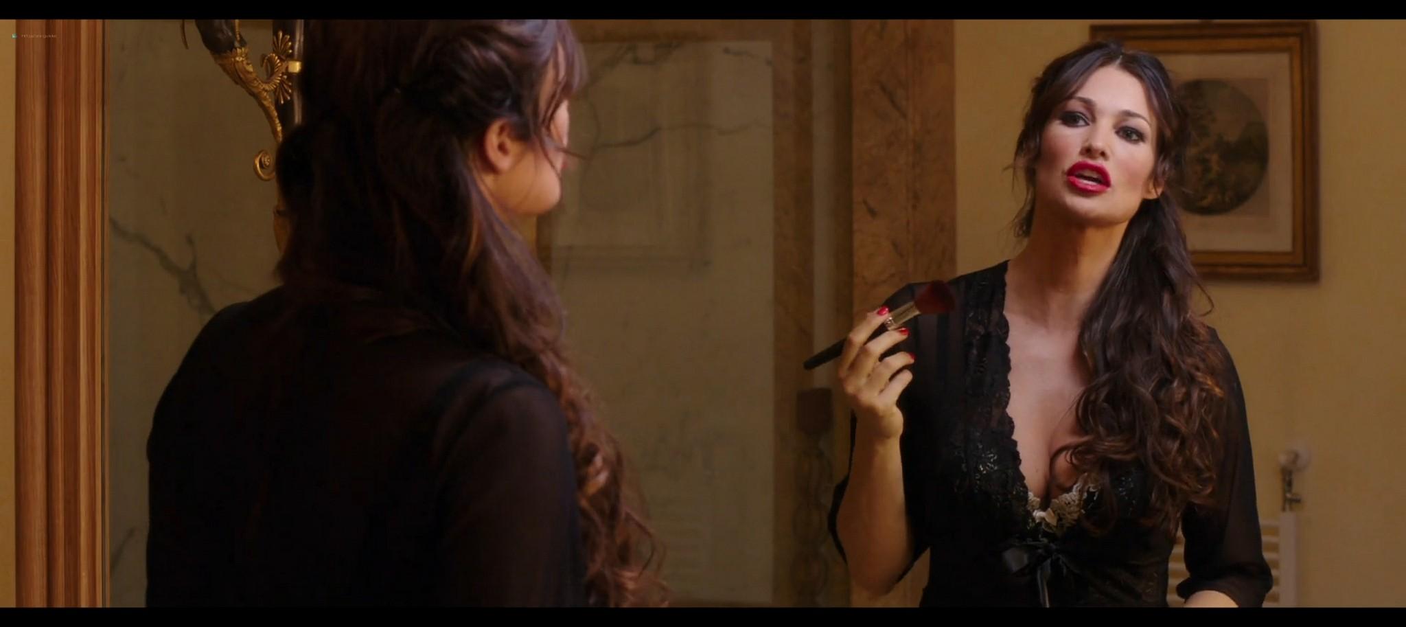 Manuela Arcuri hot bust Ria Antoniou sexy Non si ruba a casa dei ladri IT 2016 HD 1080p Web 007