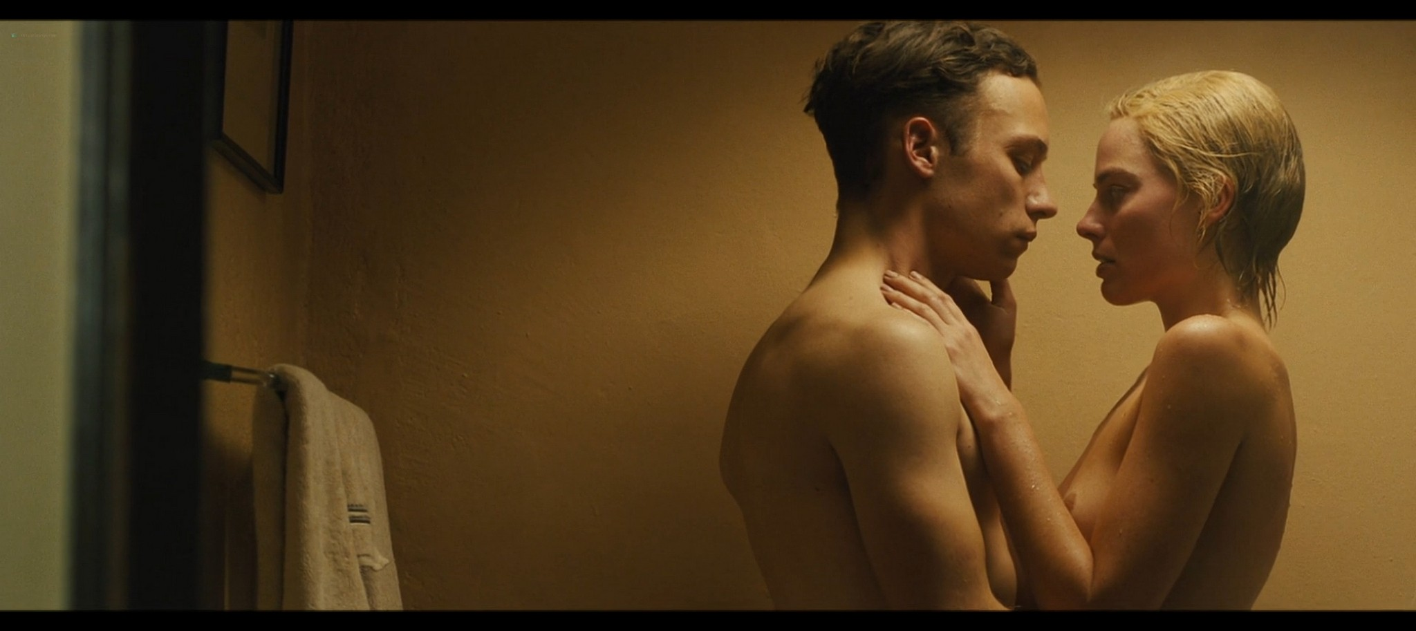 Margot Robbie nude topless Dreamland 2020 HD 1080p Web006