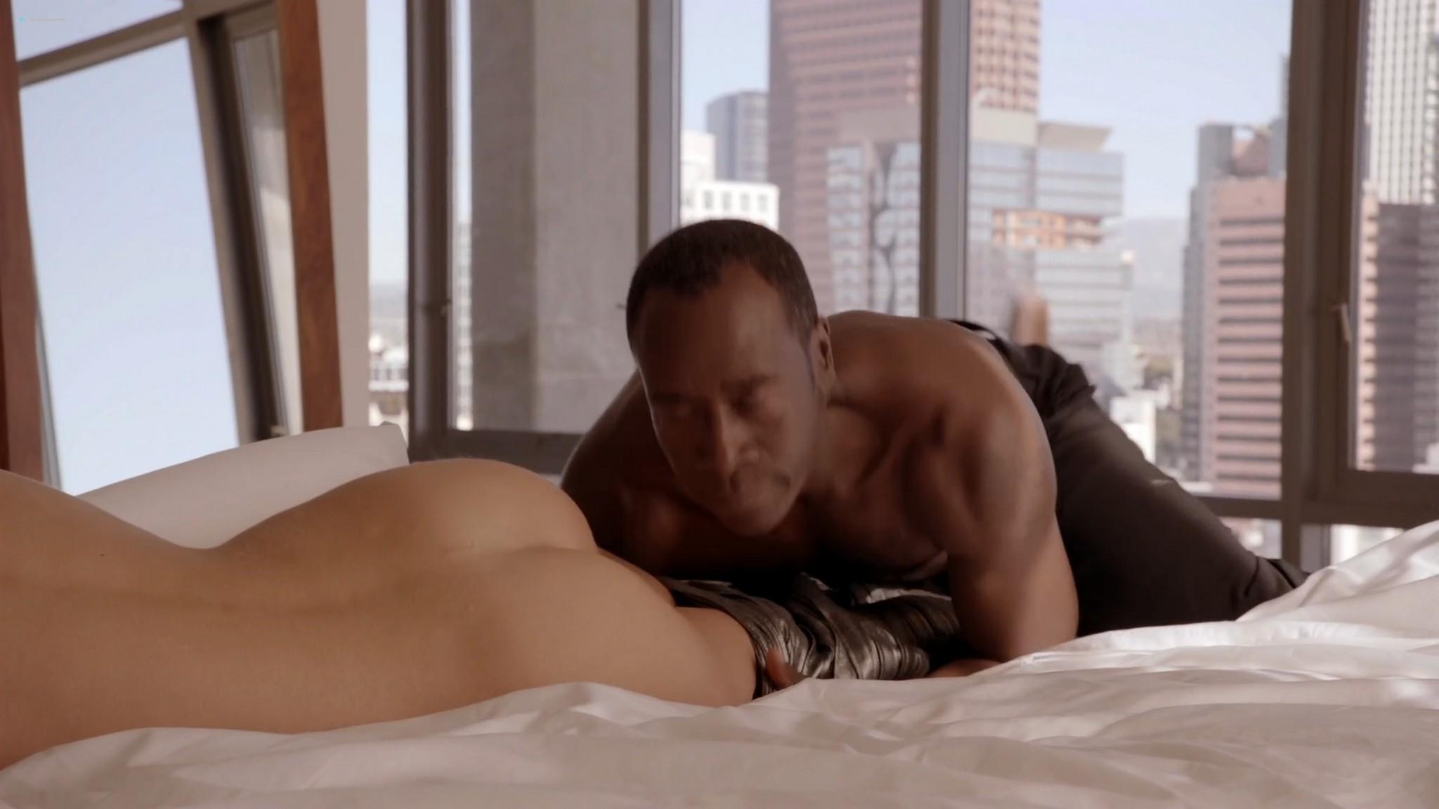 Kristen Bell hot Dawn Olivieri Megalyn Echikunwoke nude topless House Of Lies 2012 s1e1 1080p Web 4