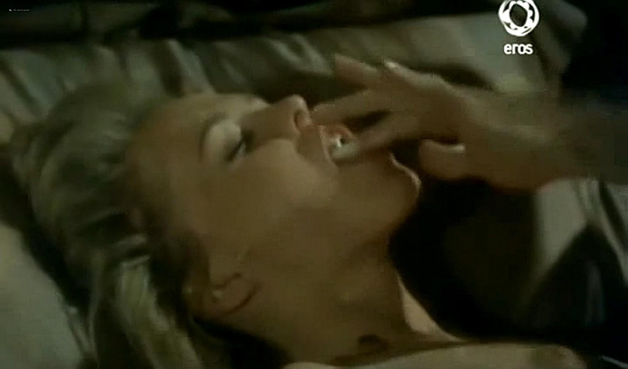 Josie Bissett nude and lot of hot sex Desire IT 1990 TVrip 6