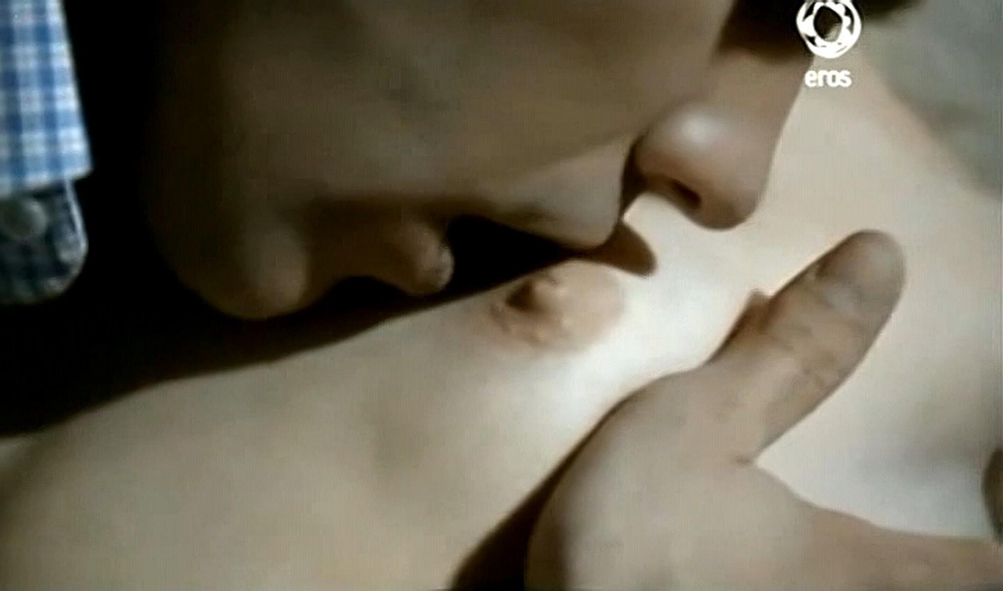 Josie Bissett nude and lot of hot sex Desire IT 1990 TVrip 7