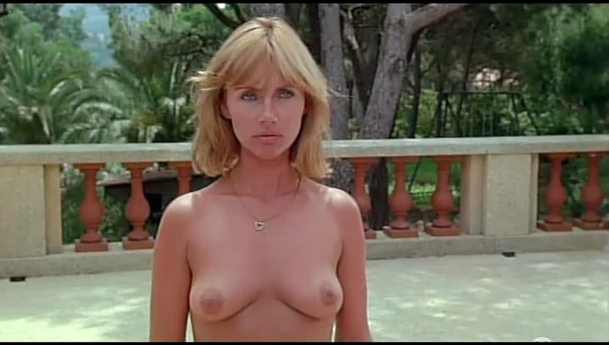 Valerie Kaprisky nude full frontal Caroline Cellier and others nude L annee des meduses 1984 25