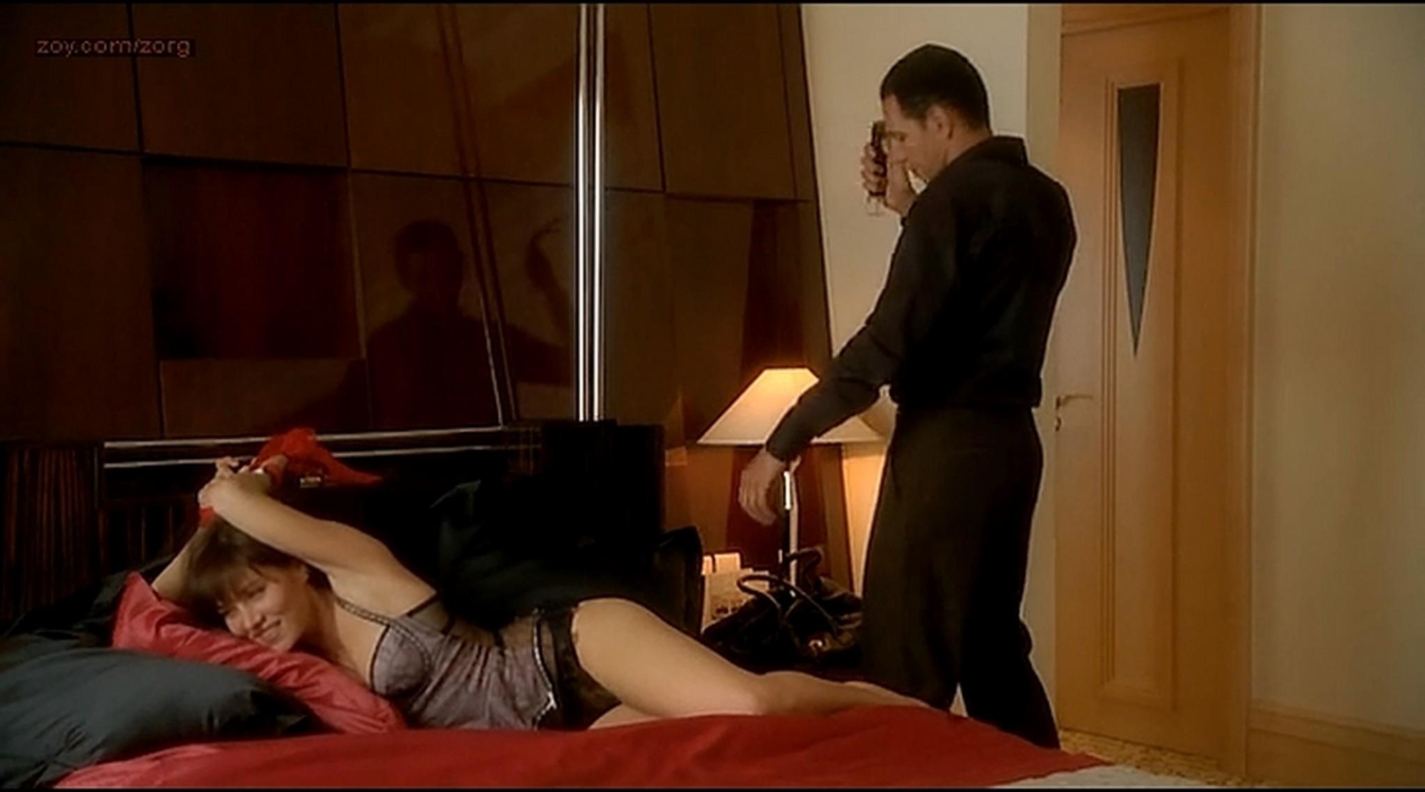 Alice Taglioni nude Mathilde Seigner hot lingerie Detrompez vous FR 2007 16