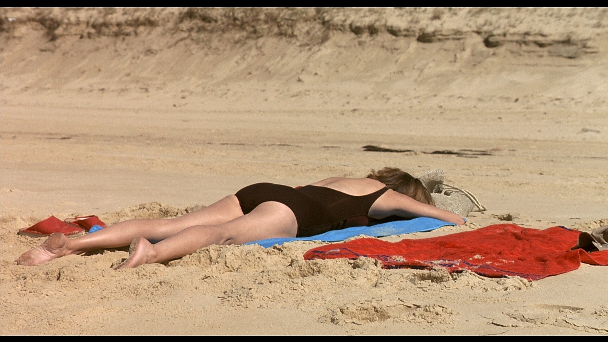 Charlotte Rampling nude sex Maya Gaugler nude full frontal Under the Sand FR 2000 1080p BluRay REMUX
